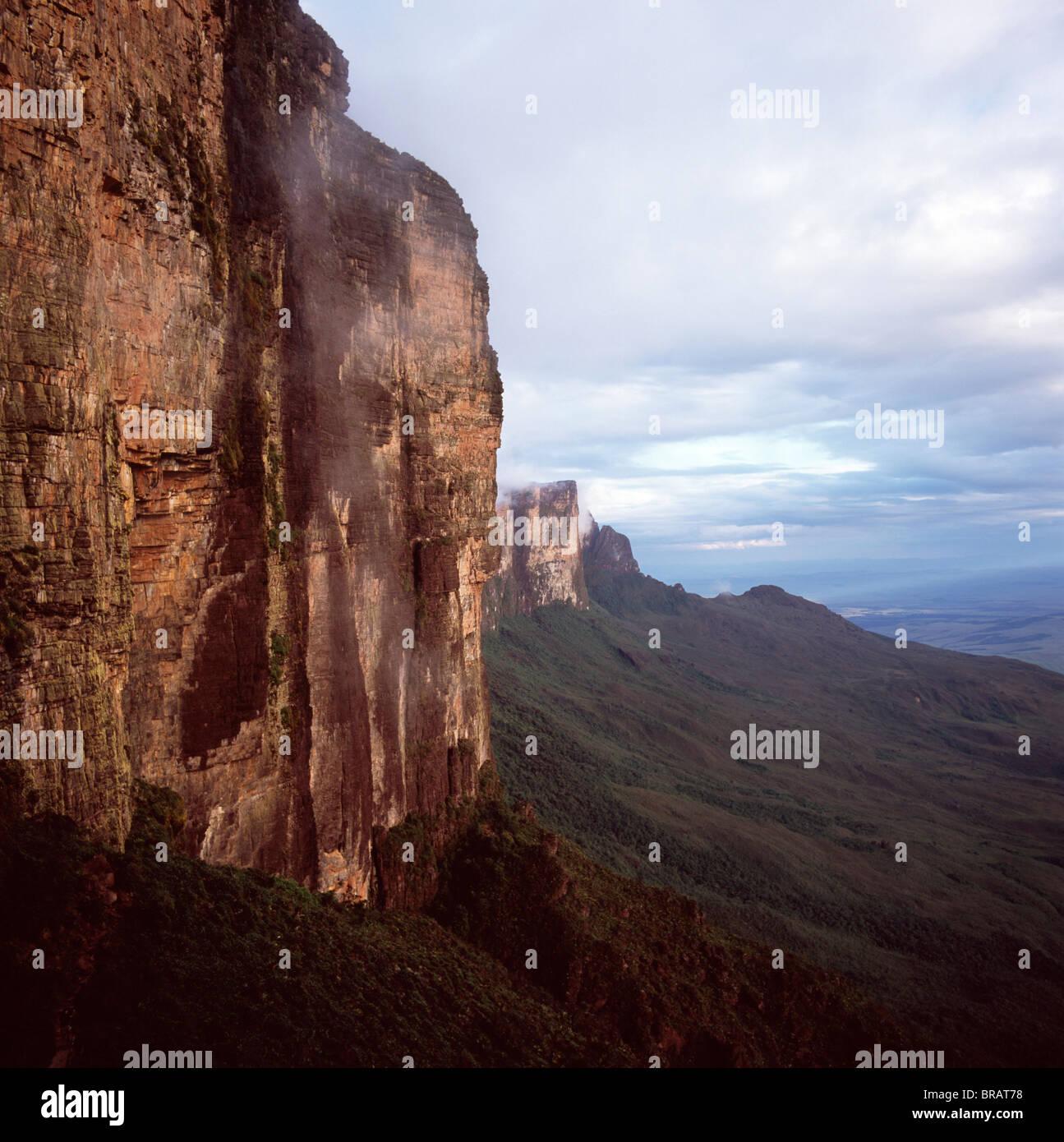 Southwestern cliff from ascent ledge, Mount Roraima (Cerro Roraima), Tepuis, Estado Bolivar, Venezuela, South America - Stock Image
