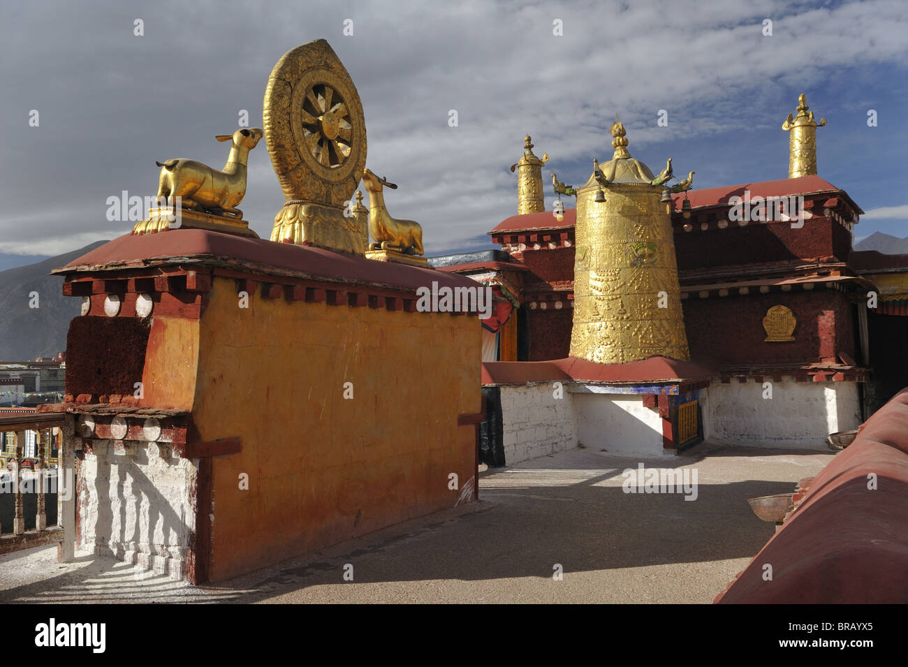 Dharma Wheel on roof of Jokhang Temple. Lhasa, Tibet. - Stock Image
