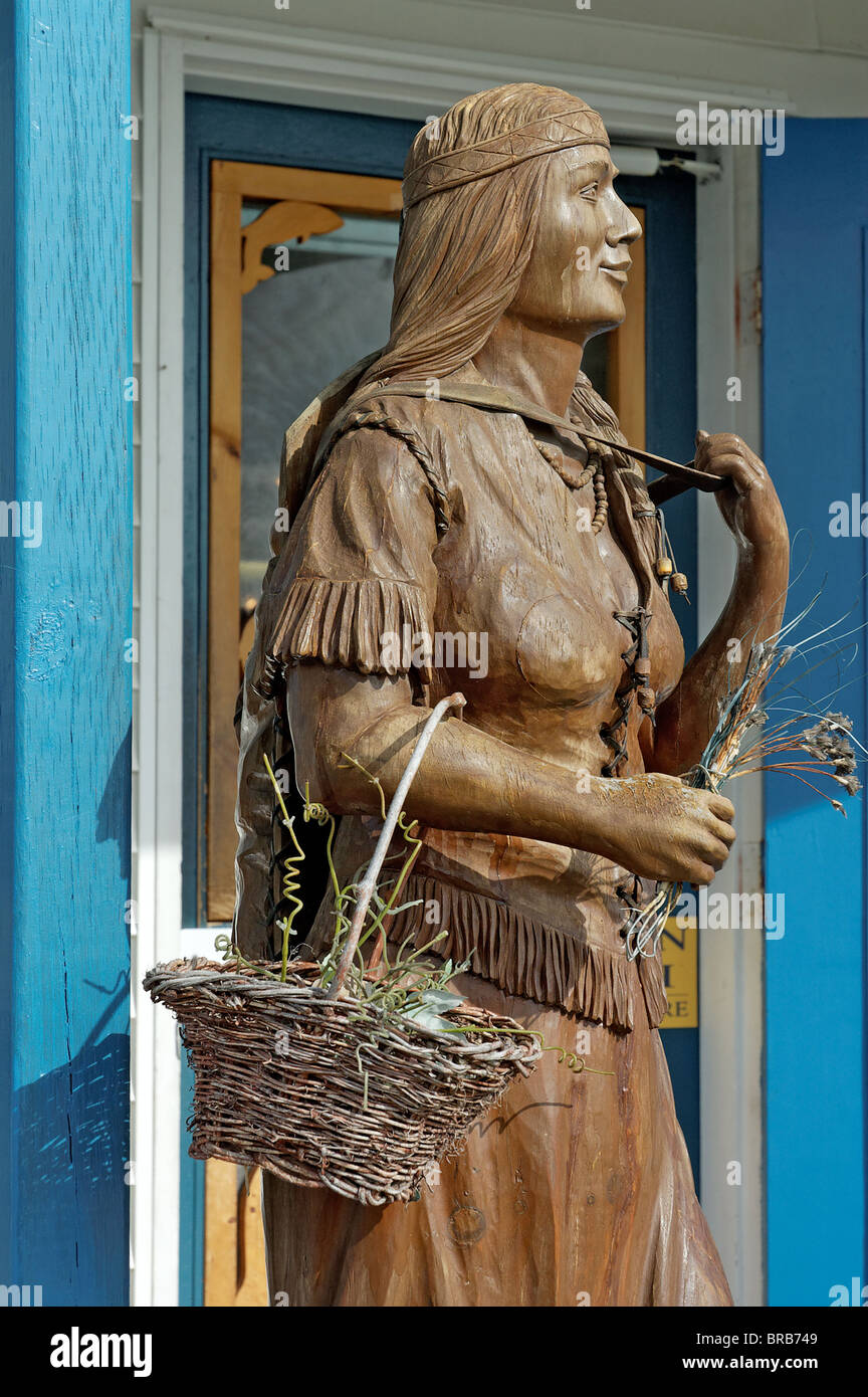 A wooden sculpture of an amerindian woman - Stock Image