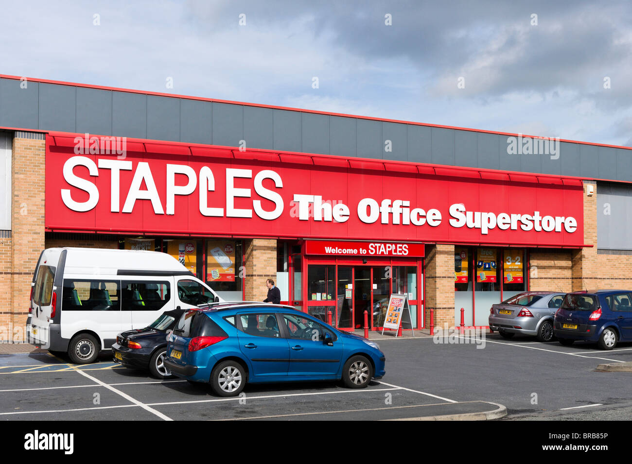 Staples office superstore, Leeds Road Retail Park, Leeds Road, Huddersfield, West Yorkshire, England, UK - Stock Image
