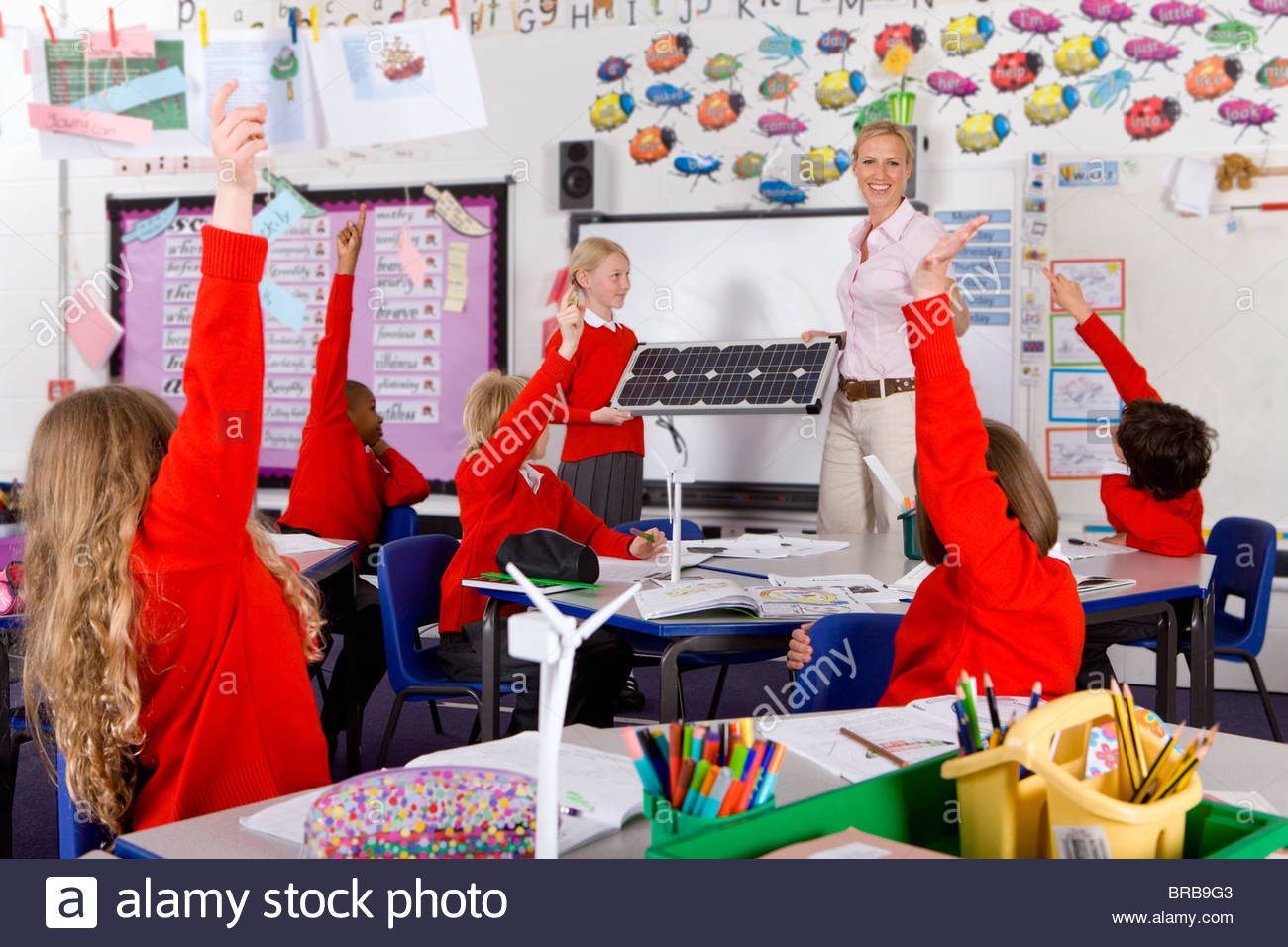 School children answering questions about wind turbines in classroom - Stock Image