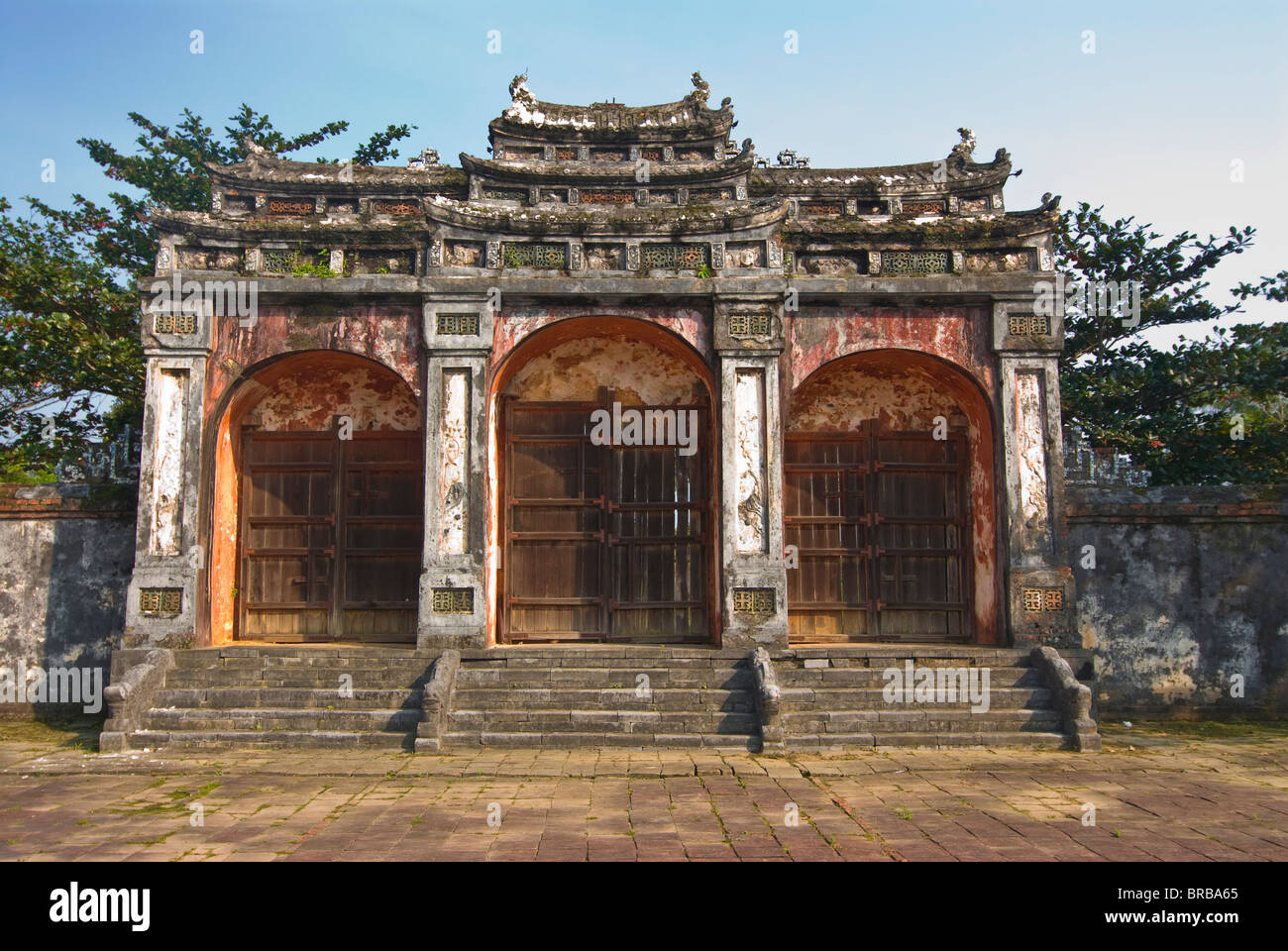 door to the tomb stock photos door to the tomb stock images alamy. Black Bedroom Furniture Sets. Home Design Ideas