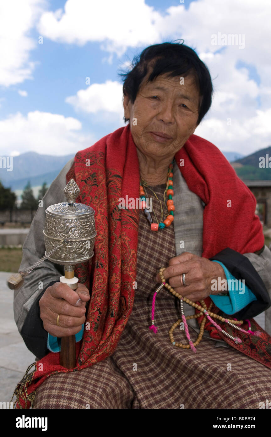 Buddhist pilgrim holding a prayer wheel, Thimpu, Bhutan - Stock Image