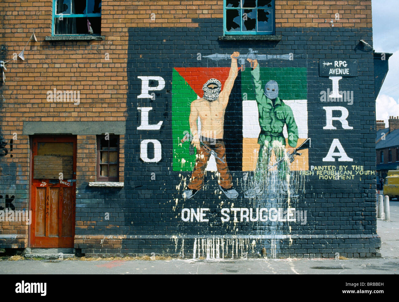 Northern Ireland, Belfast, Falls Road, PLO IRA Irish Republican Mural On The Side Of A Terraced House - Stock Image