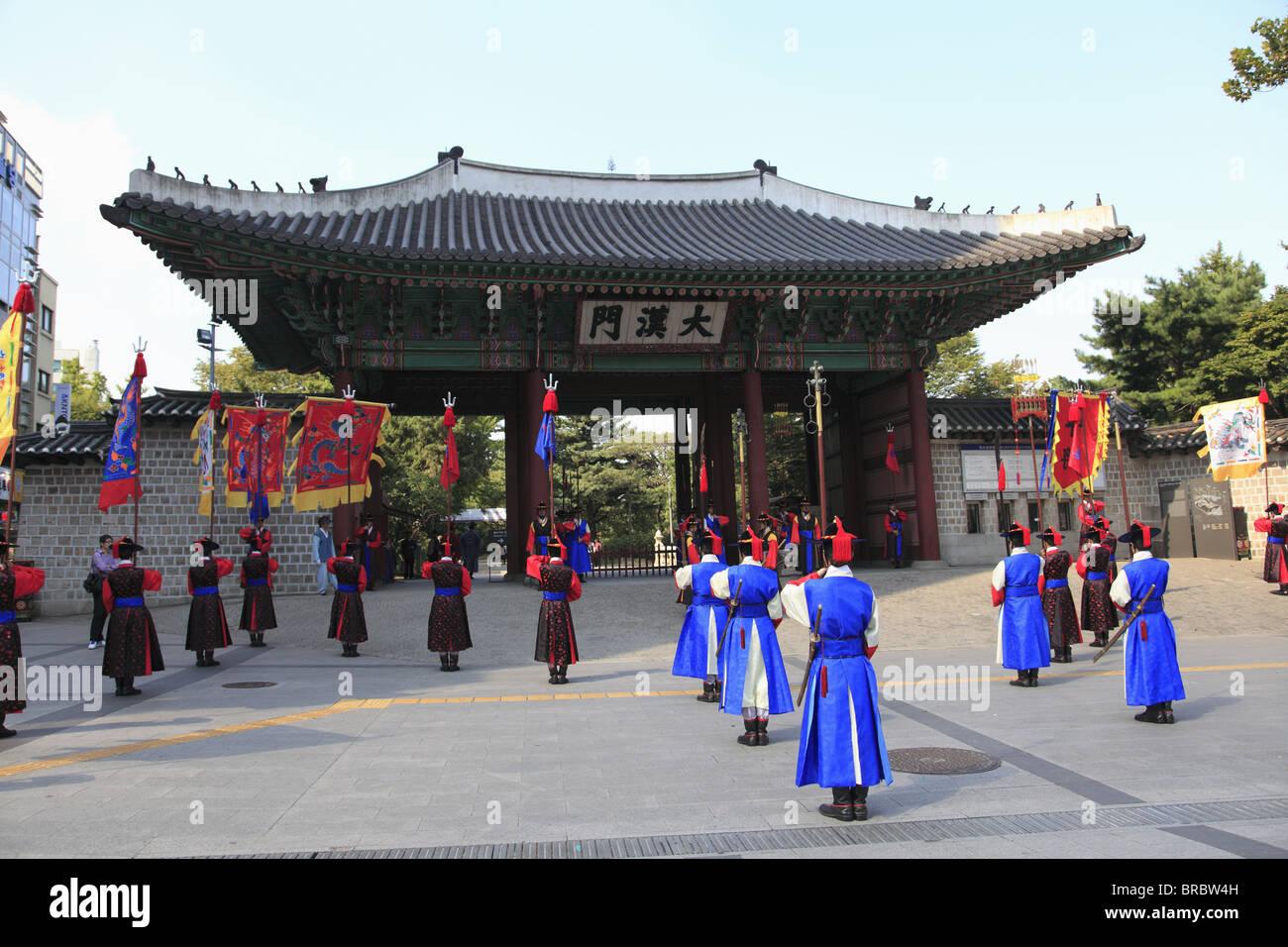 Changing of the Guards, Deoksugung Palace (Palace of Virtuous Longevity), Seoul, South Korea Stock Photo