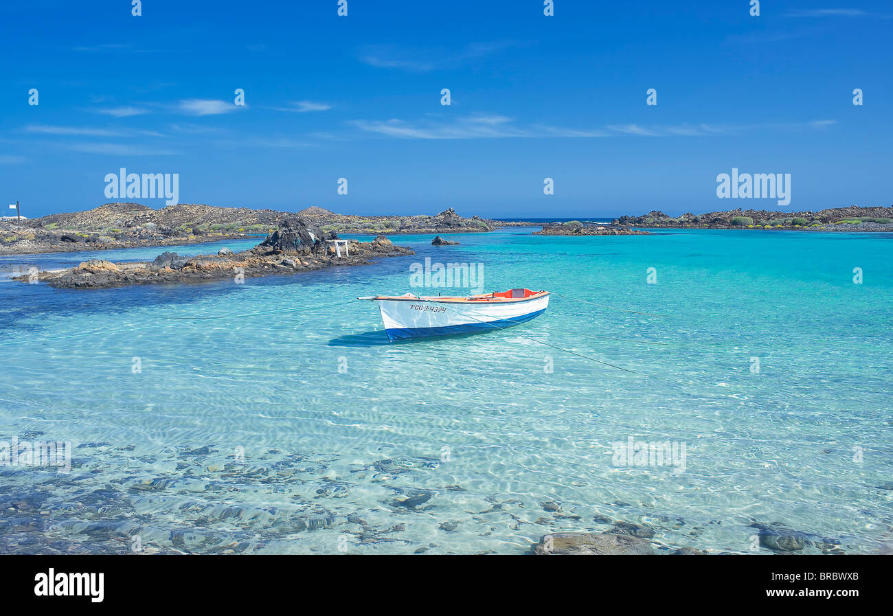 The clear waters of Isla de los Lobos, Fuerteventura, Canary Islands ...