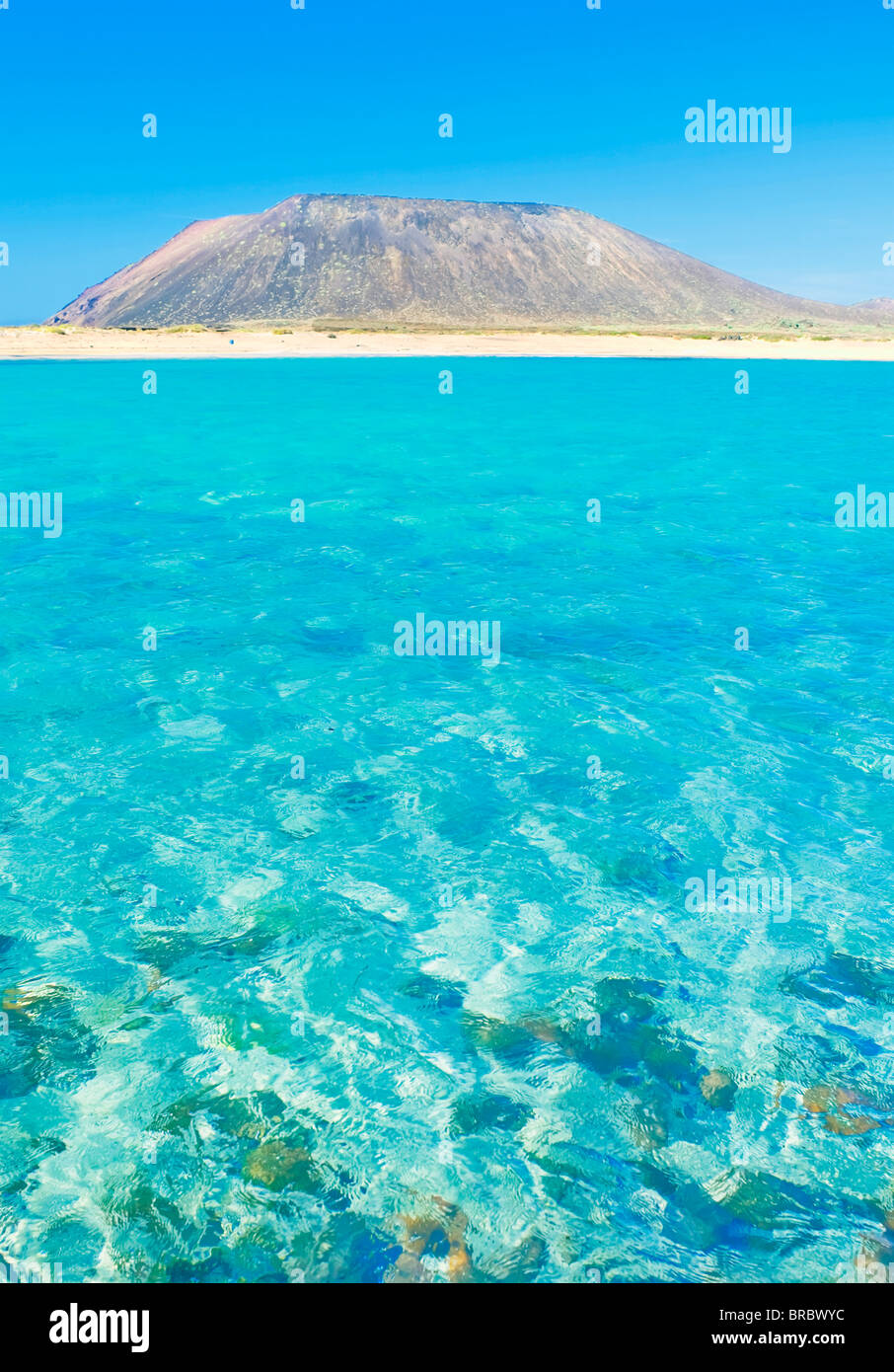 Turquoise waters and volcano, Isla de los Lobos, Fuerteventura Stock ...