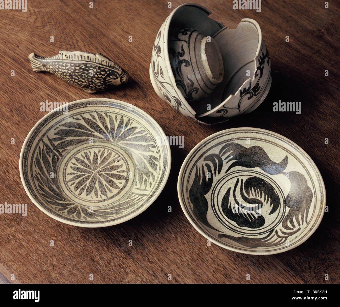 Black and white Kalong bowls with flower motifs, Lanna ceramics, John Shaw Collection, Thailand - Stock Image