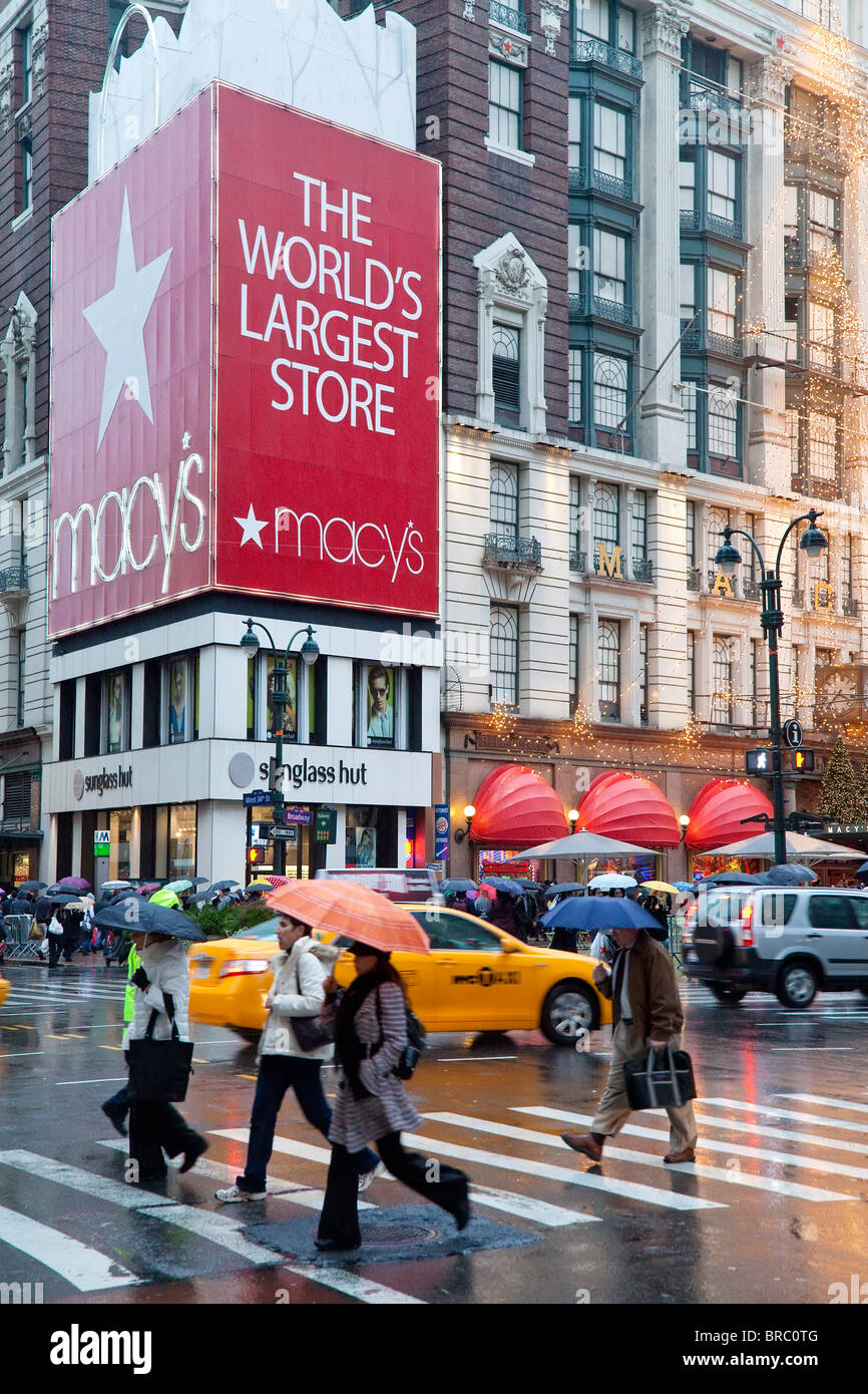 Macy's flagship store on Sixth Avenue, Manhattan, New York City, New York, USA - Stock Image