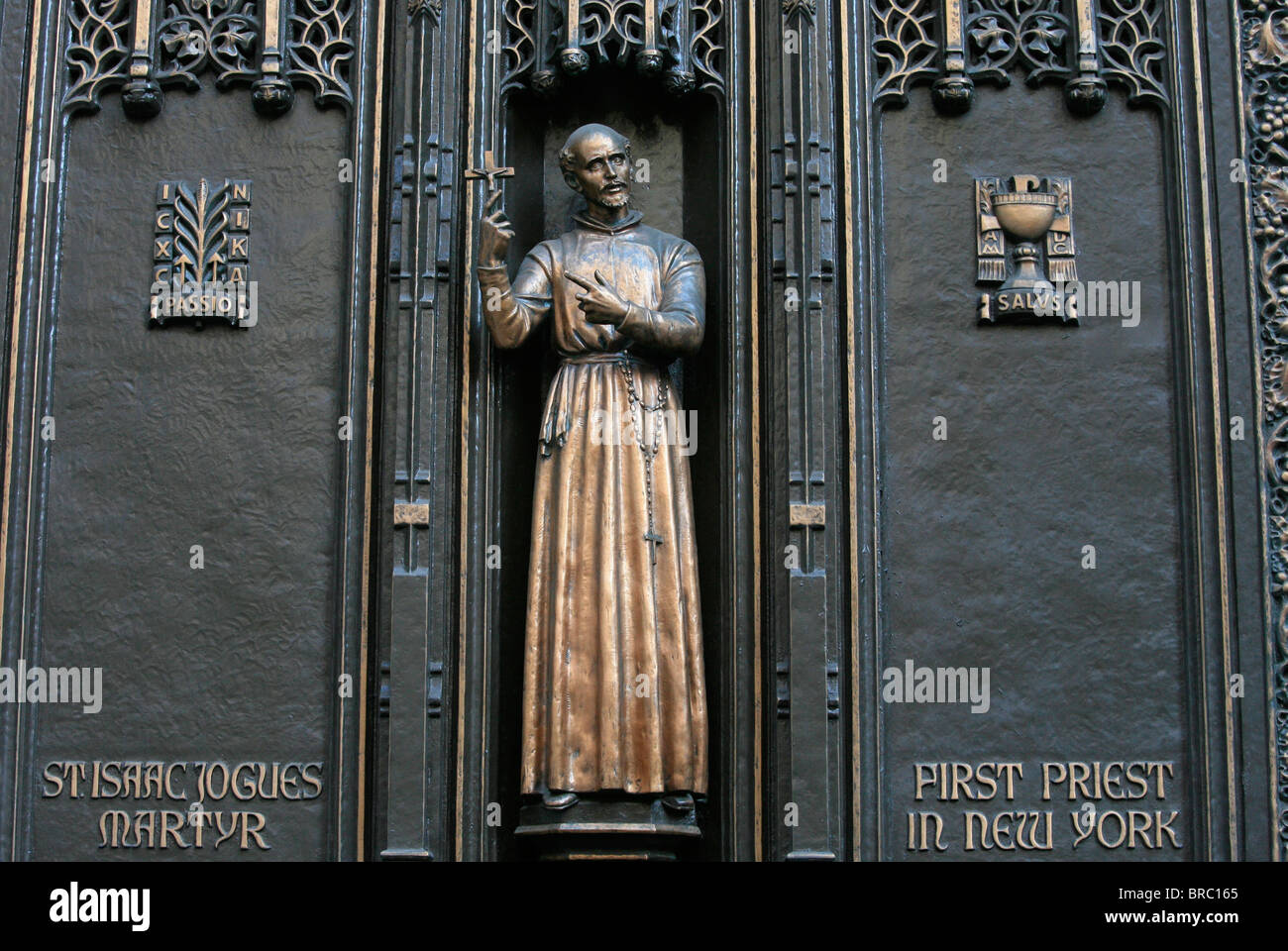 Front gate sculpture of St. Isaac Jogues, New York's first Catholic priest, St. Patrick's Cathedral, New - Stock Image