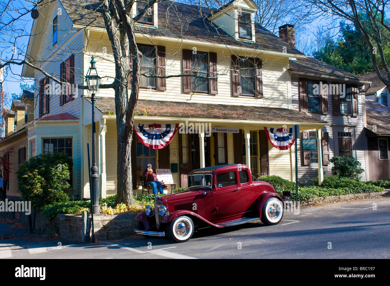 Oldtimer parking in front of an old house, Chester, Connecticut, New England, USA - Stock Image