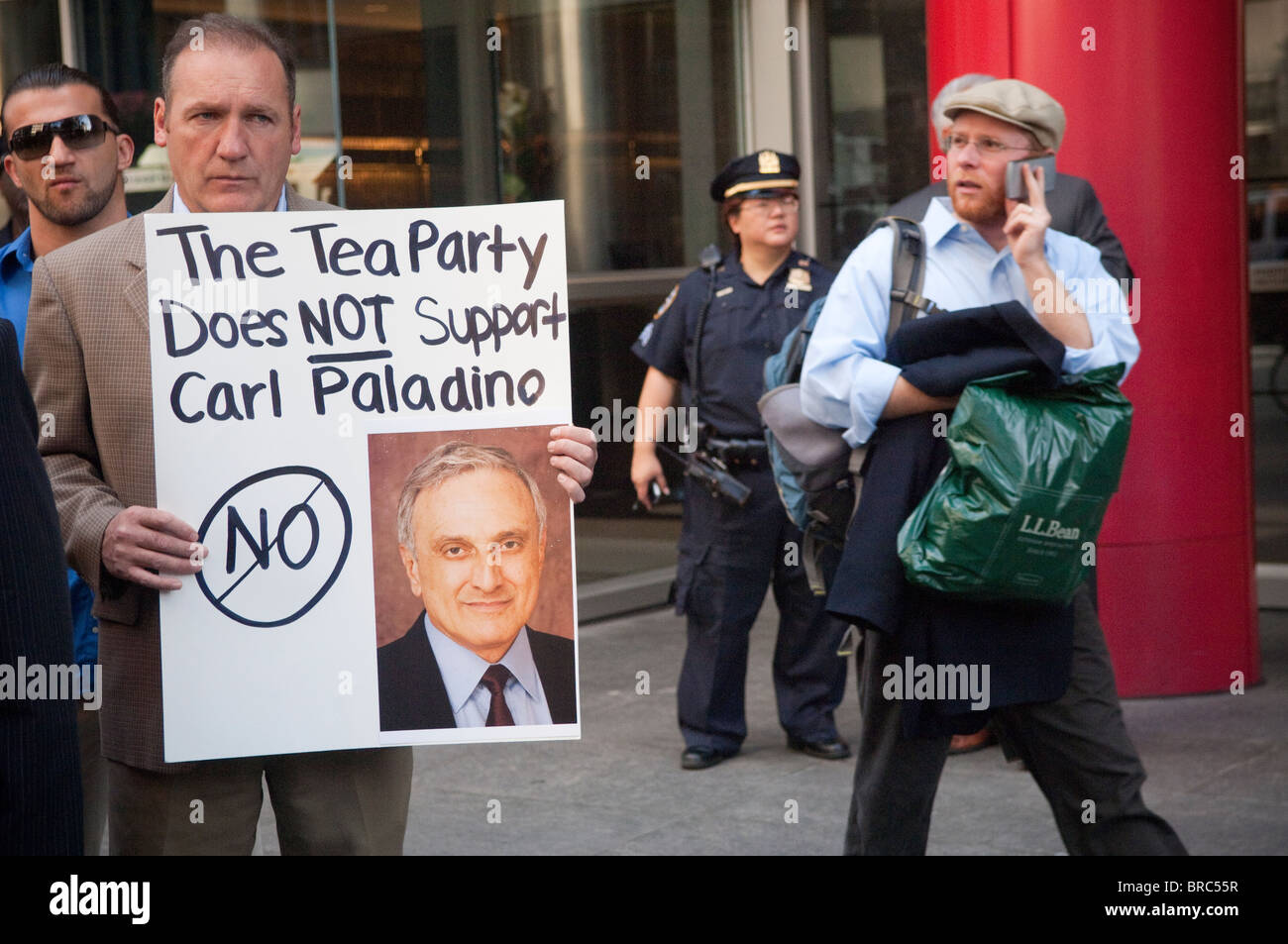 Members of the NYS Tea Party gather in front of the New York State governor's offices in New Stock Photo