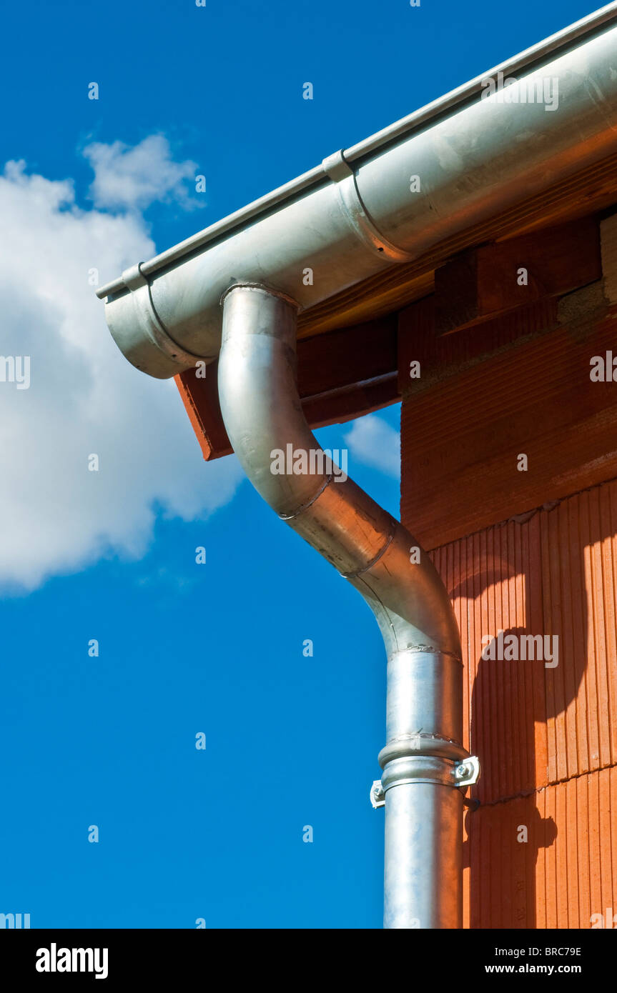 New bungalow construction showing galvanized rainwater gutter and drain-pipe - Indre-et-Loire, France. - Stock Image