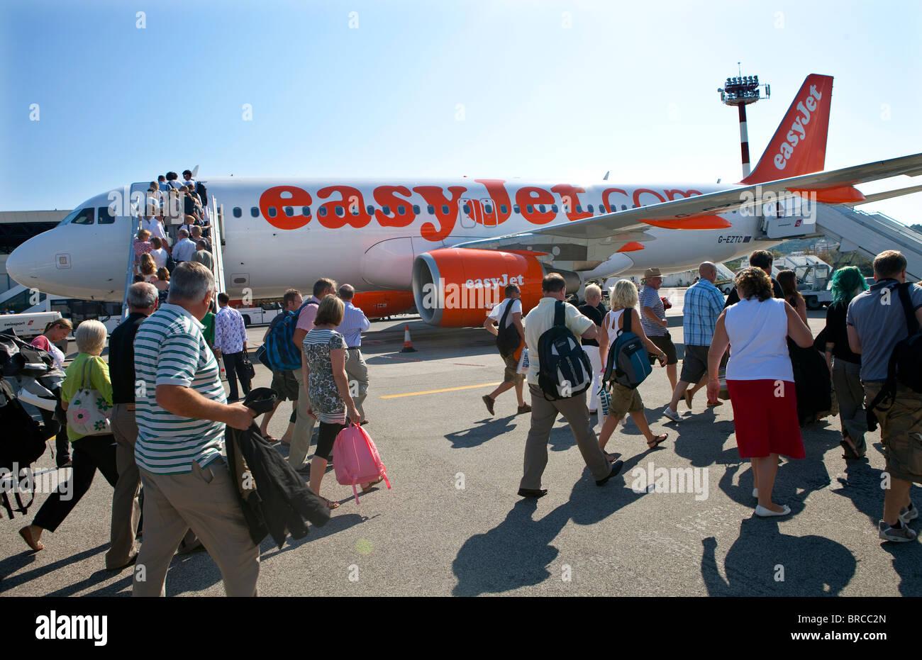 Passengers board an EasyJet flight at Corfu airport. - Stock Image