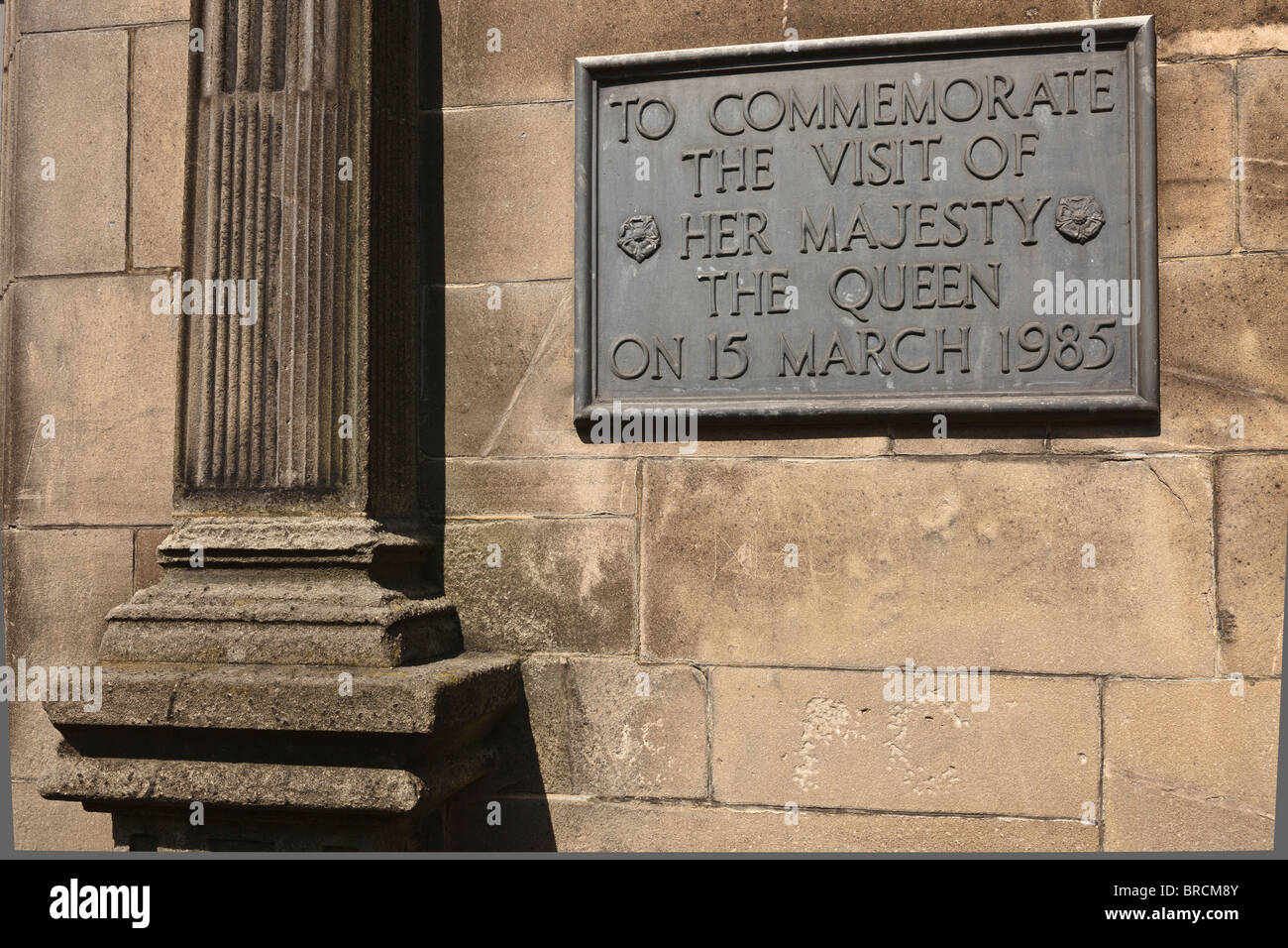 Plaque commemorating the Queen's visit to the Queen Elizabeth's Grammar School, Ashbourne, Derbyshire. - Stock Image