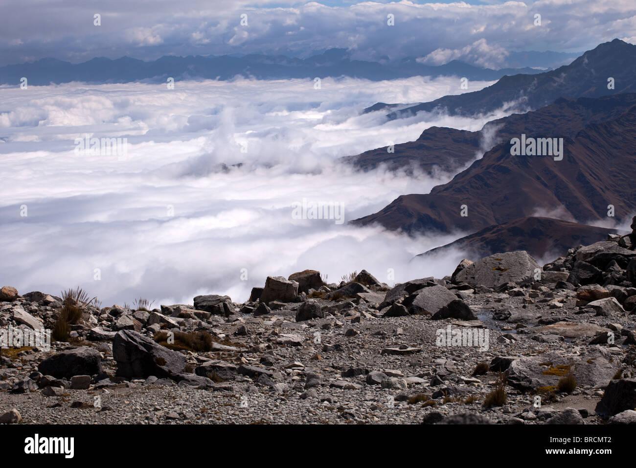 Cordillera Real: Laguna Glacial Trek: Above the Clouds - Stock Image
