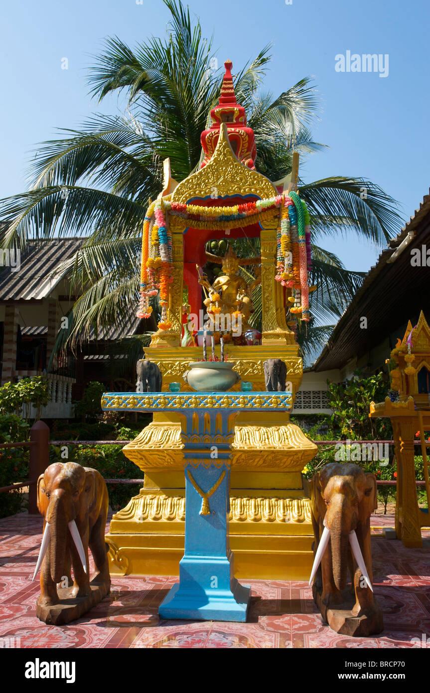 Temple, Mae Nam Beach, Insel Ko Samui, Thailand Stock Photo