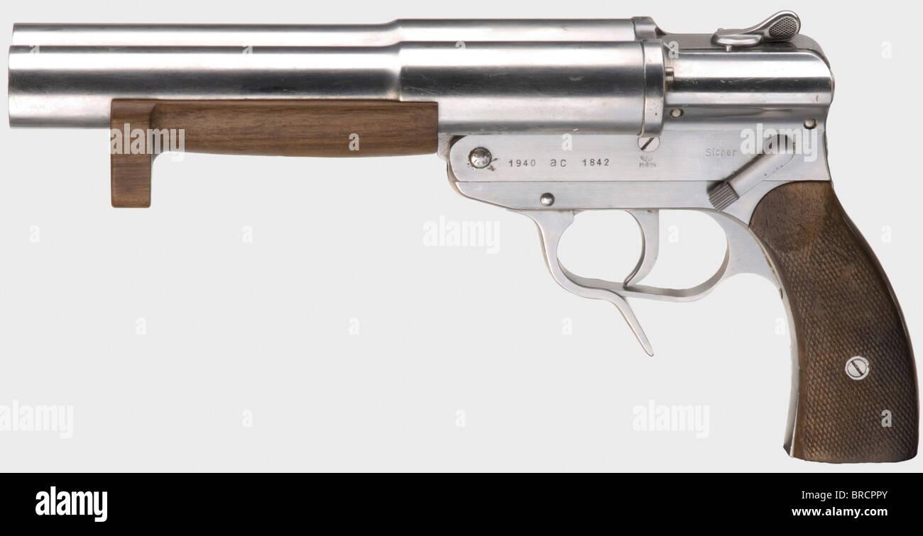 A 'Sternsignalpistole' (signal flare pistol) Walther mod. SLd, Kriegsmarine (Navy), calibre 4 (26.65 mm), - Stock Image