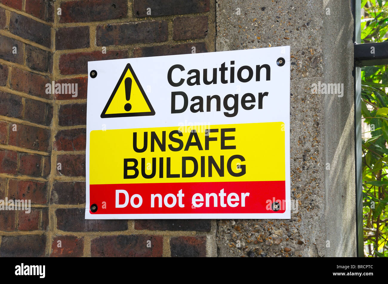 Warning sign for unsafe building - Stock Image