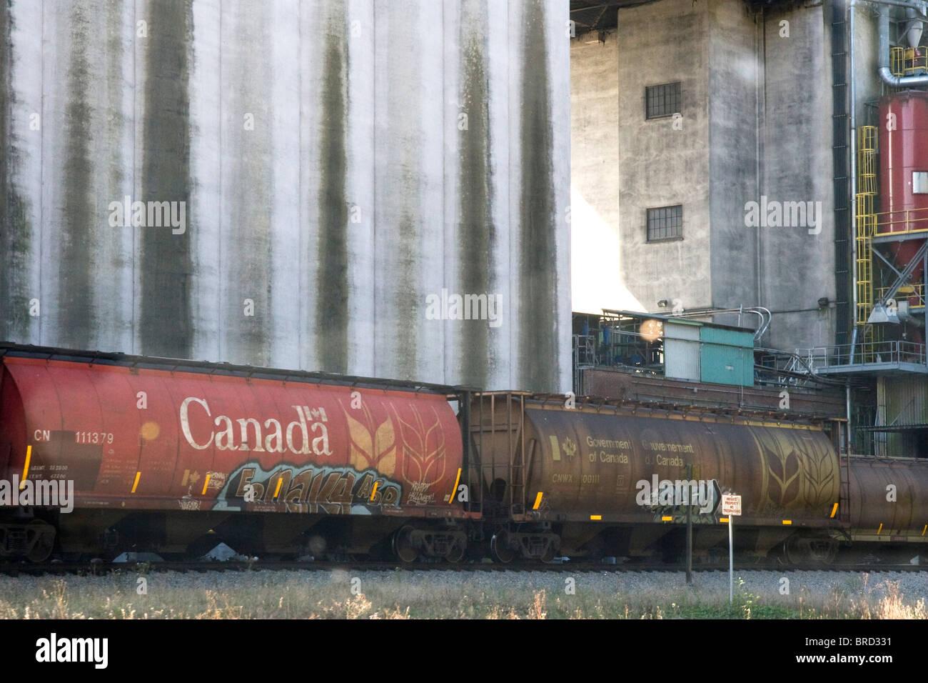 Grain Hopper Stock Photos & Grain Hopper Stock Images - Alamy