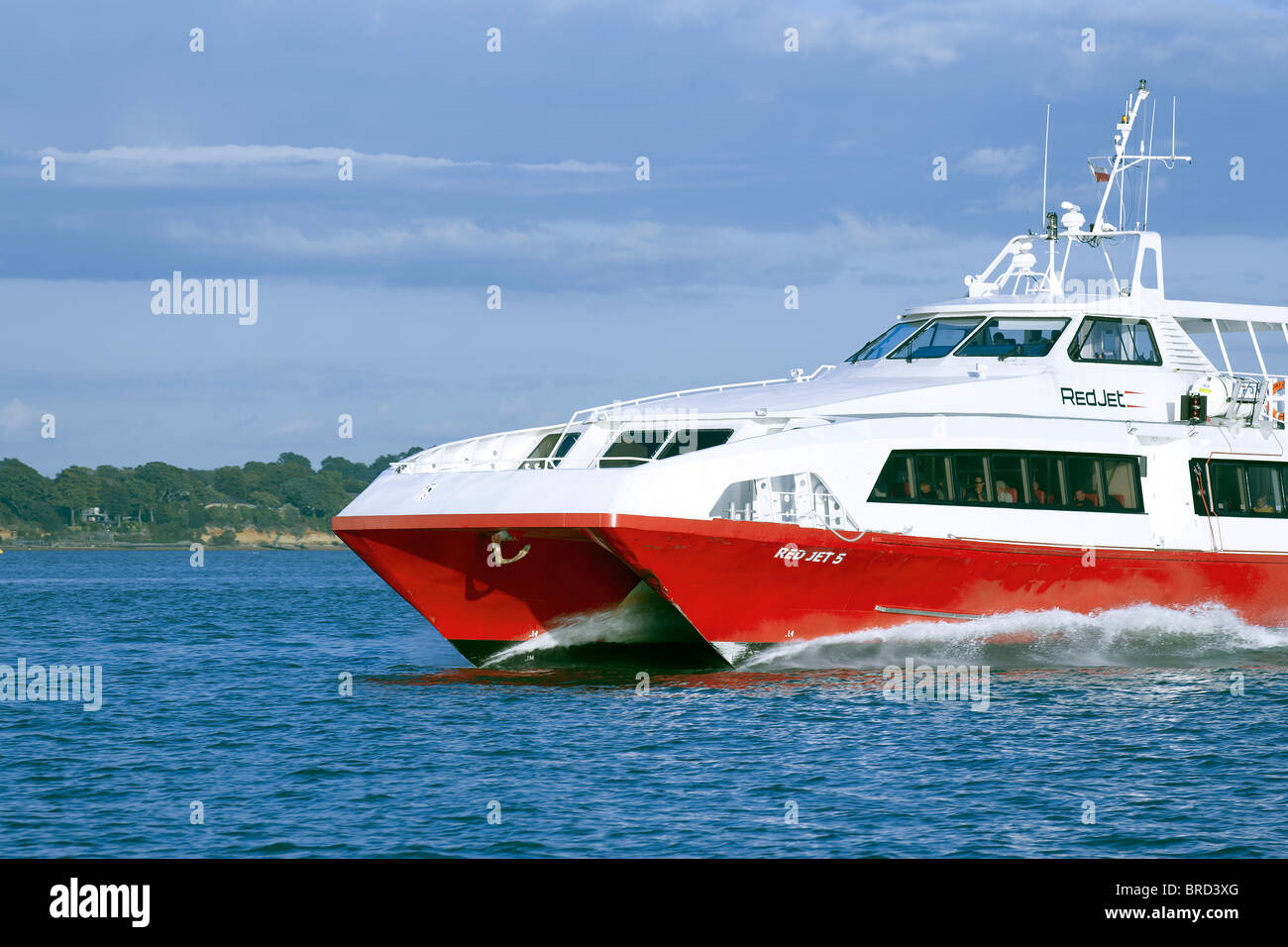 fast catamaran red jet Cowes to Southampton - Stock Image