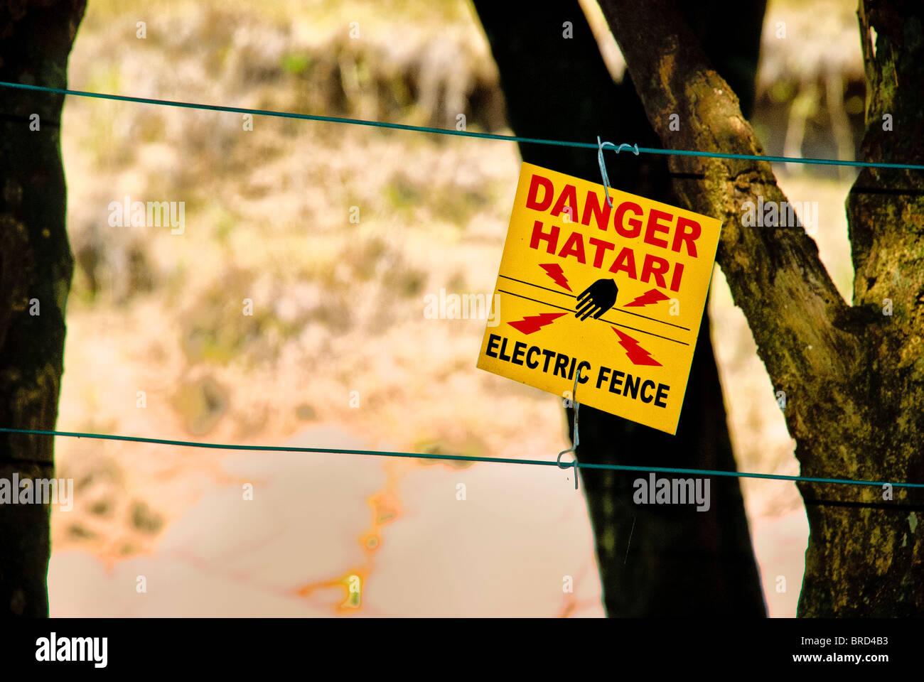 Sign in Swahli and English on electric fence surrounding  the Mara Intrepids Camp, Masai Mara National Reserve, - Stock Image