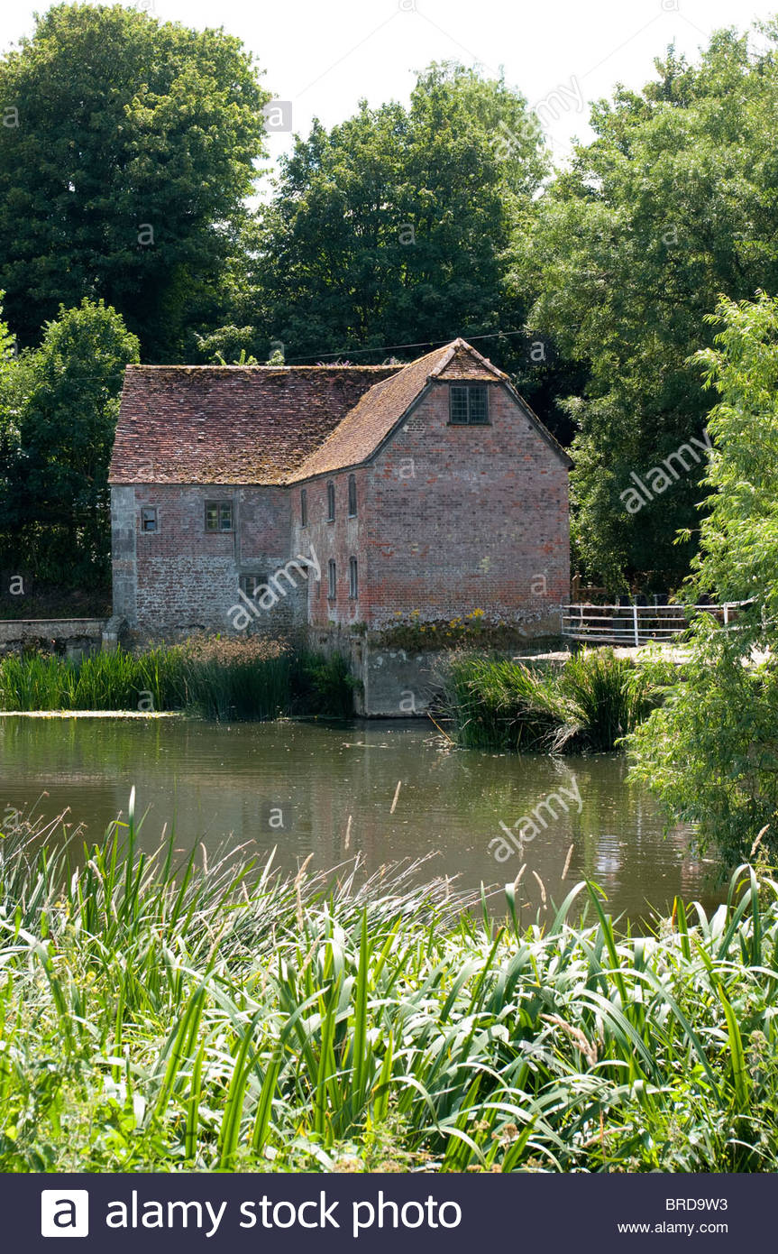 Sturminster Newton Mill, a flour mill on the River Stour in Dorset, England, UK, in summer. - Stock Image