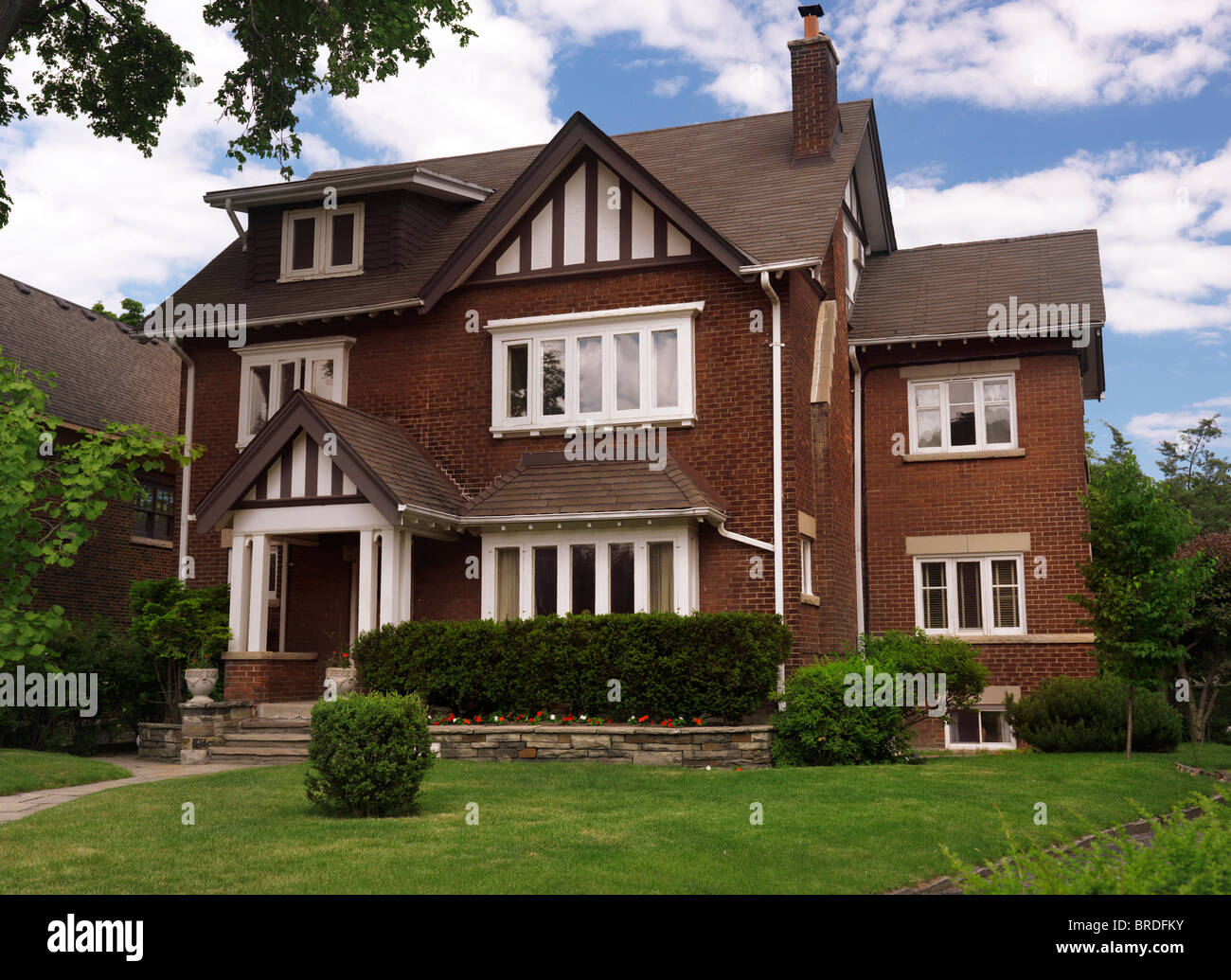 Beautiful large house in toronto ontario canada for Canada house