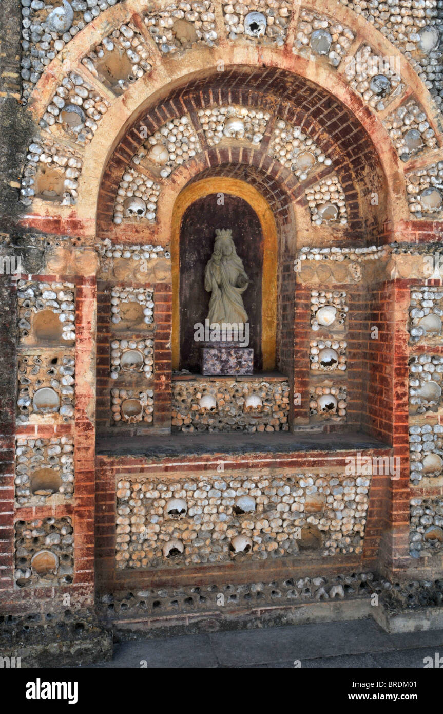 Altar or shrine made from the bones of 1000 monks outside the cathedral of Velha, Faro, Portugal - Stock Image