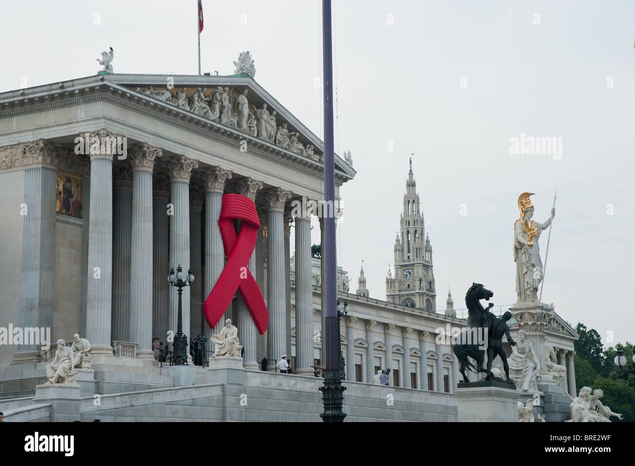 Wien, Parlament, AIDS-Schleife - Vienna, Parliament, Red Ribbon Stock Photo