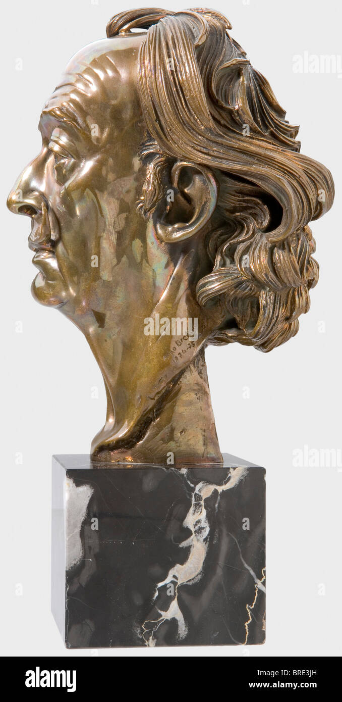 Arno Breker (1900 - 1991), a portrait head of Salvador Dali Gilt bronze with black streaked marble base. On the - Stock Image