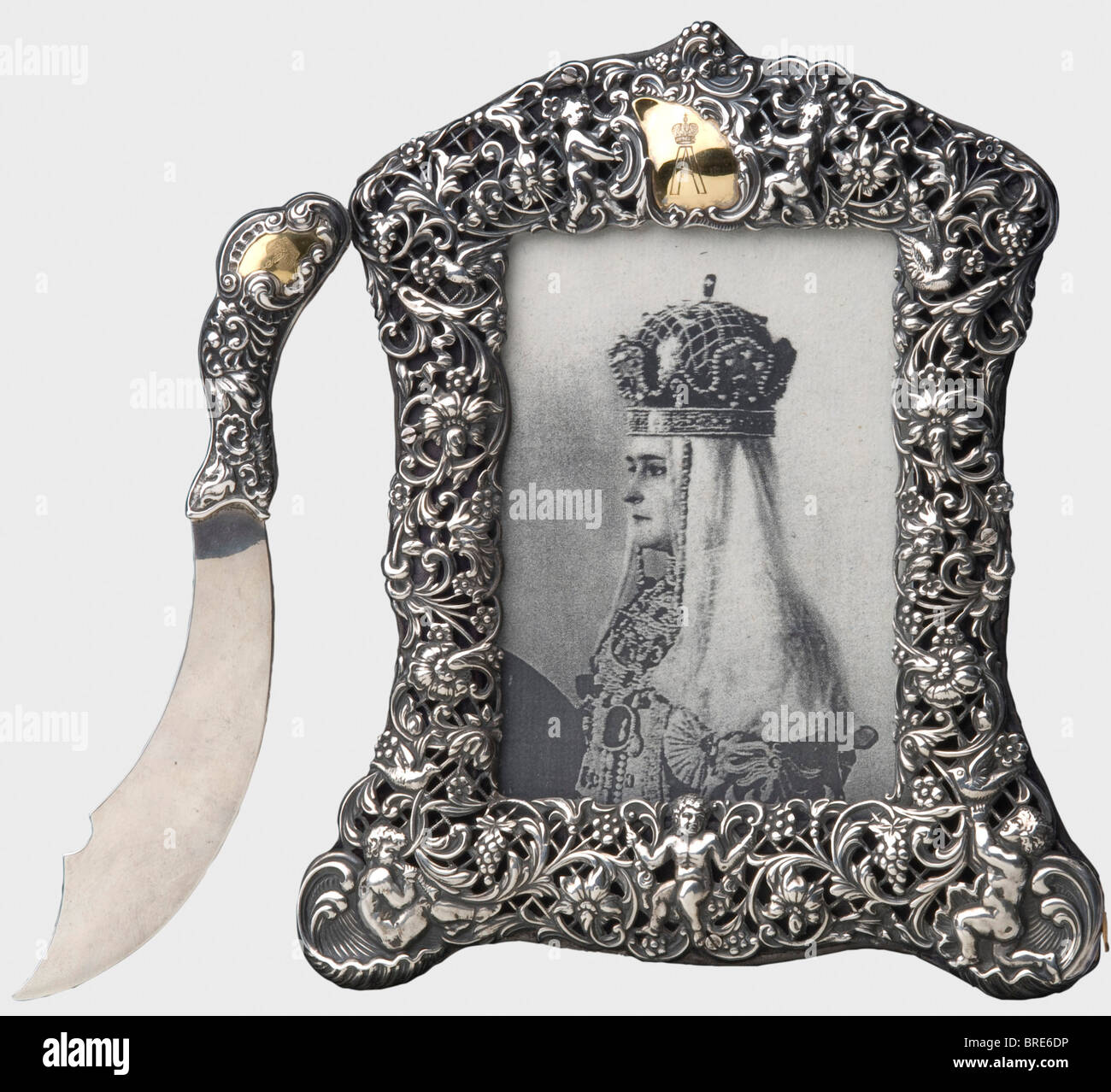 A silver frame and a silver letter opener, London, 1895/96 A floral openwork frame with London hallmarks. The upper - Stock Image