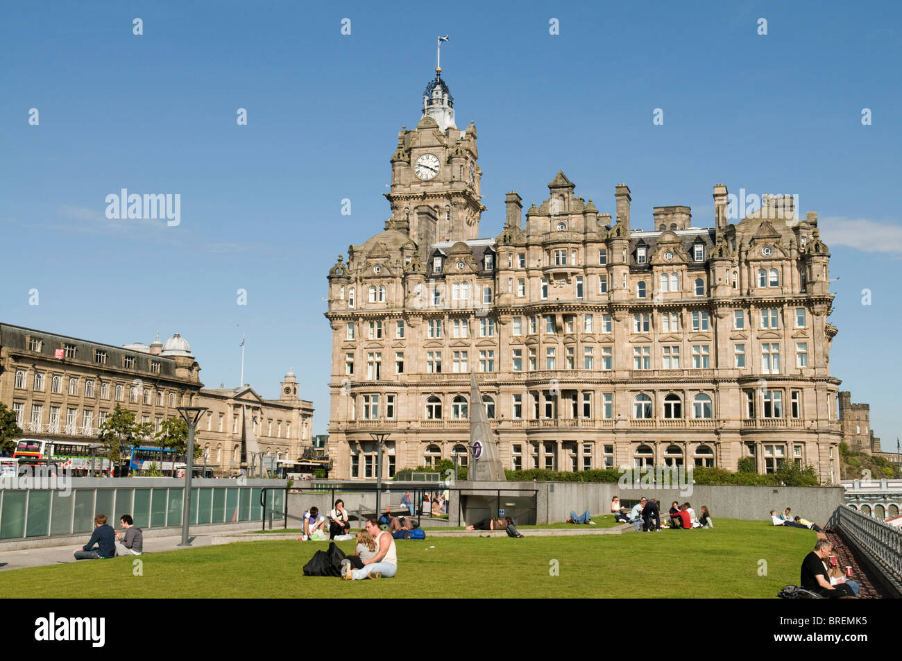 The Balmoral Hotel, from Princes Mall Shopping Centre. - Stock Image