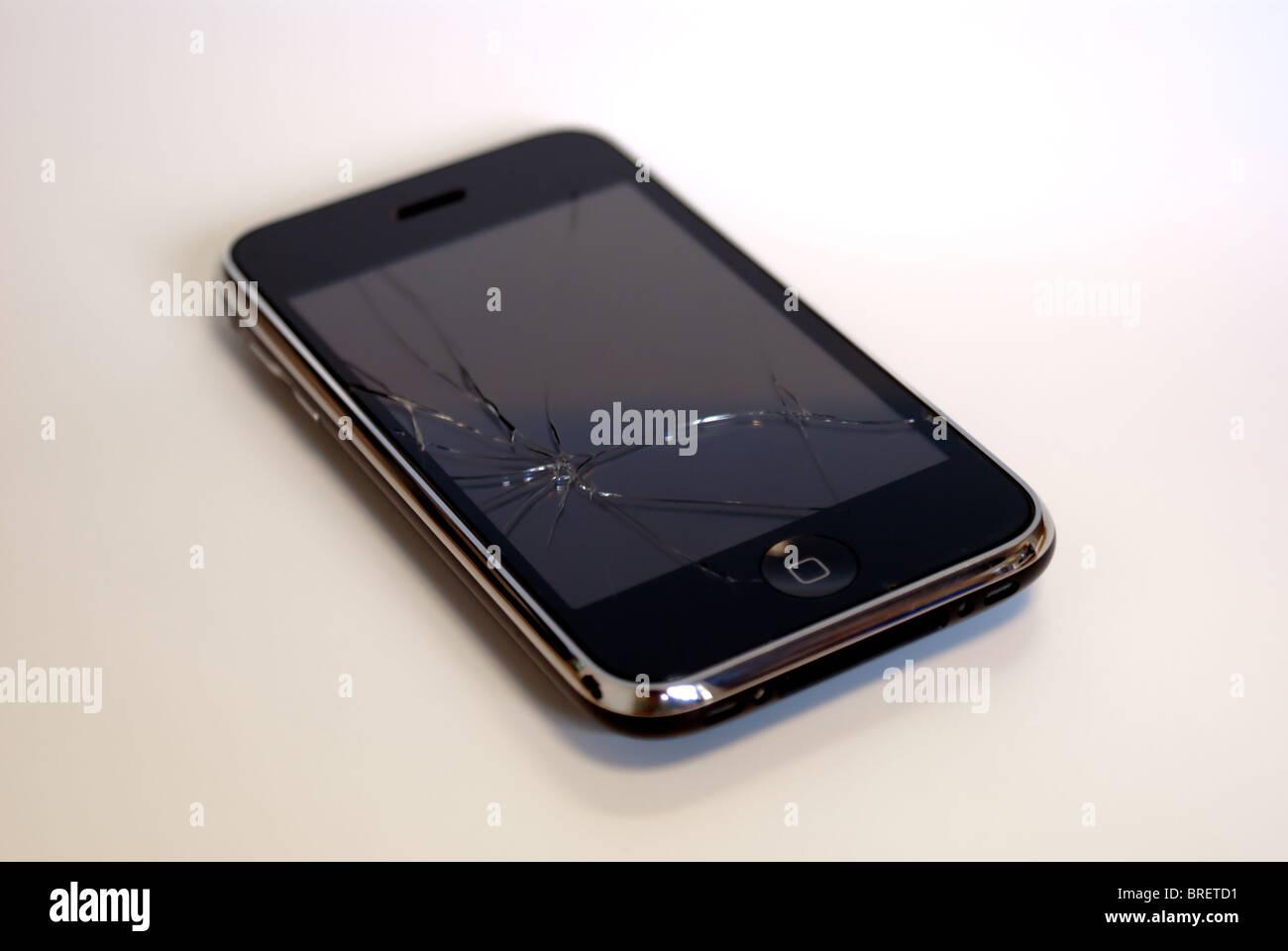Broken Iphone Stock Photos & Broken Iphone Stock Images - Alamy