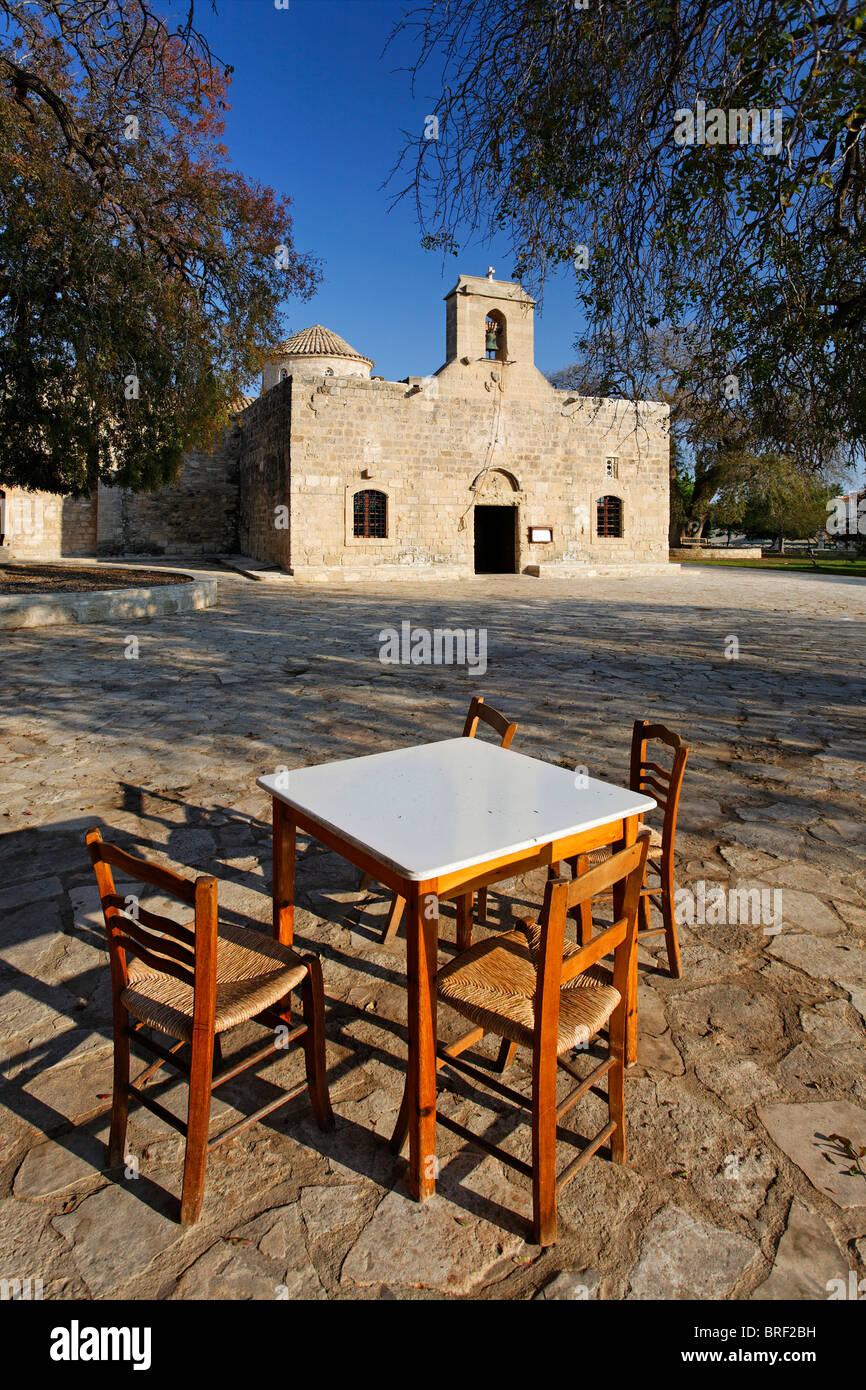 Table and chairs in front of a Greek Orthodox church, Kition, Larnaca, Cyprus, Europe - Stock Image