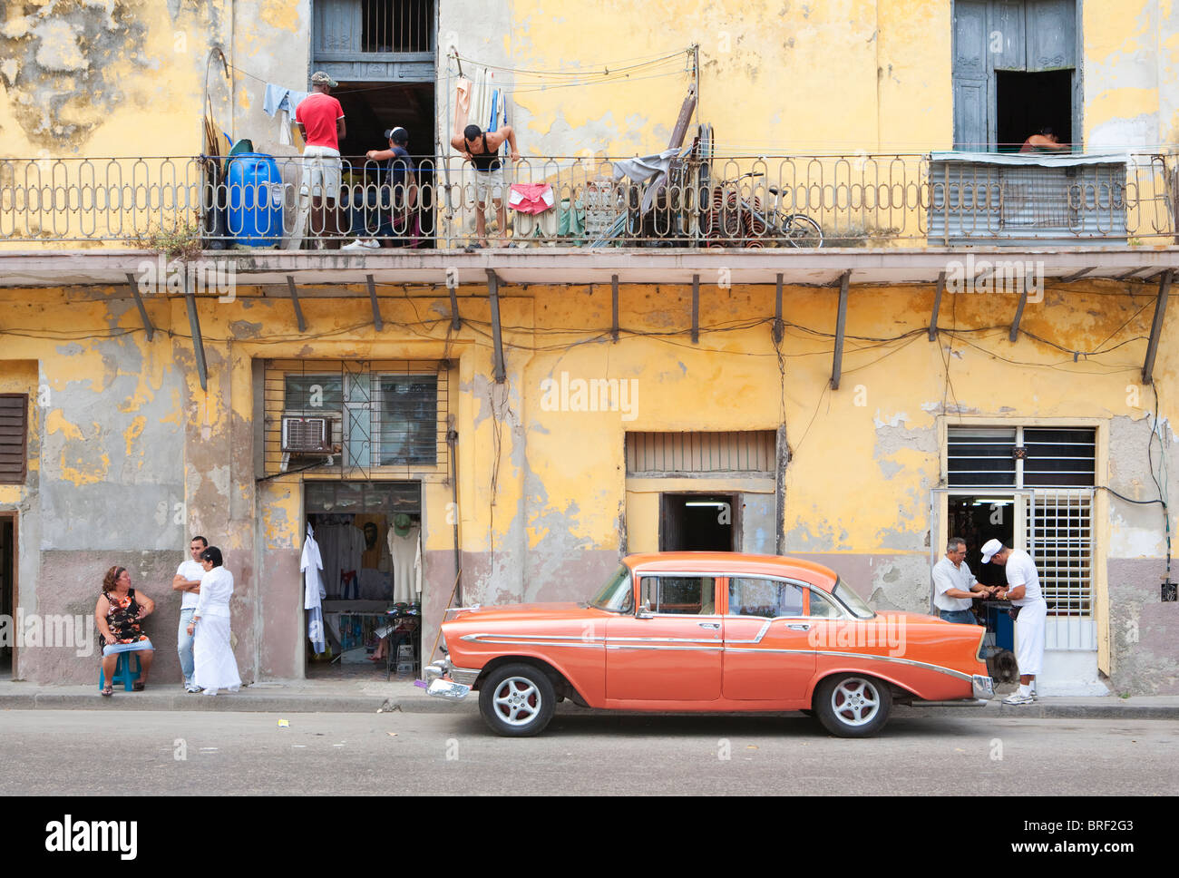 HAVANA: HABANA VIEJA TYPICAL STREET SCENE - Stock Image