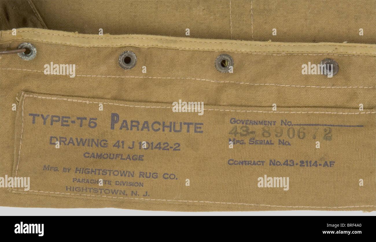 Etats Unis Deuxième Guerre Mondiale, Parachute US, comprenant un carré dorsal, un harnais en partie incomplet avec Stock Photo
