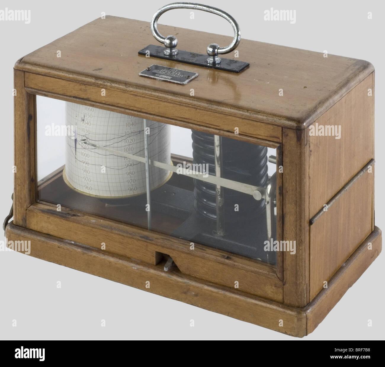 Kriegsmarine, Baromètre de la Kriegsmarine, sous vitre dans sa boîte en bois clair. Instrument de mesure - Stock Image
