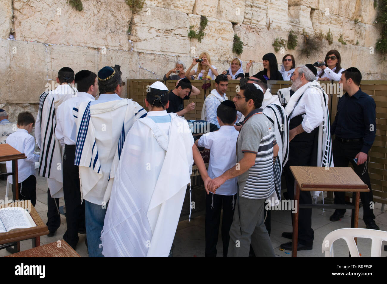 celebrating a bar mitzvah at the Western Wall in Jerusalem - Stock Image