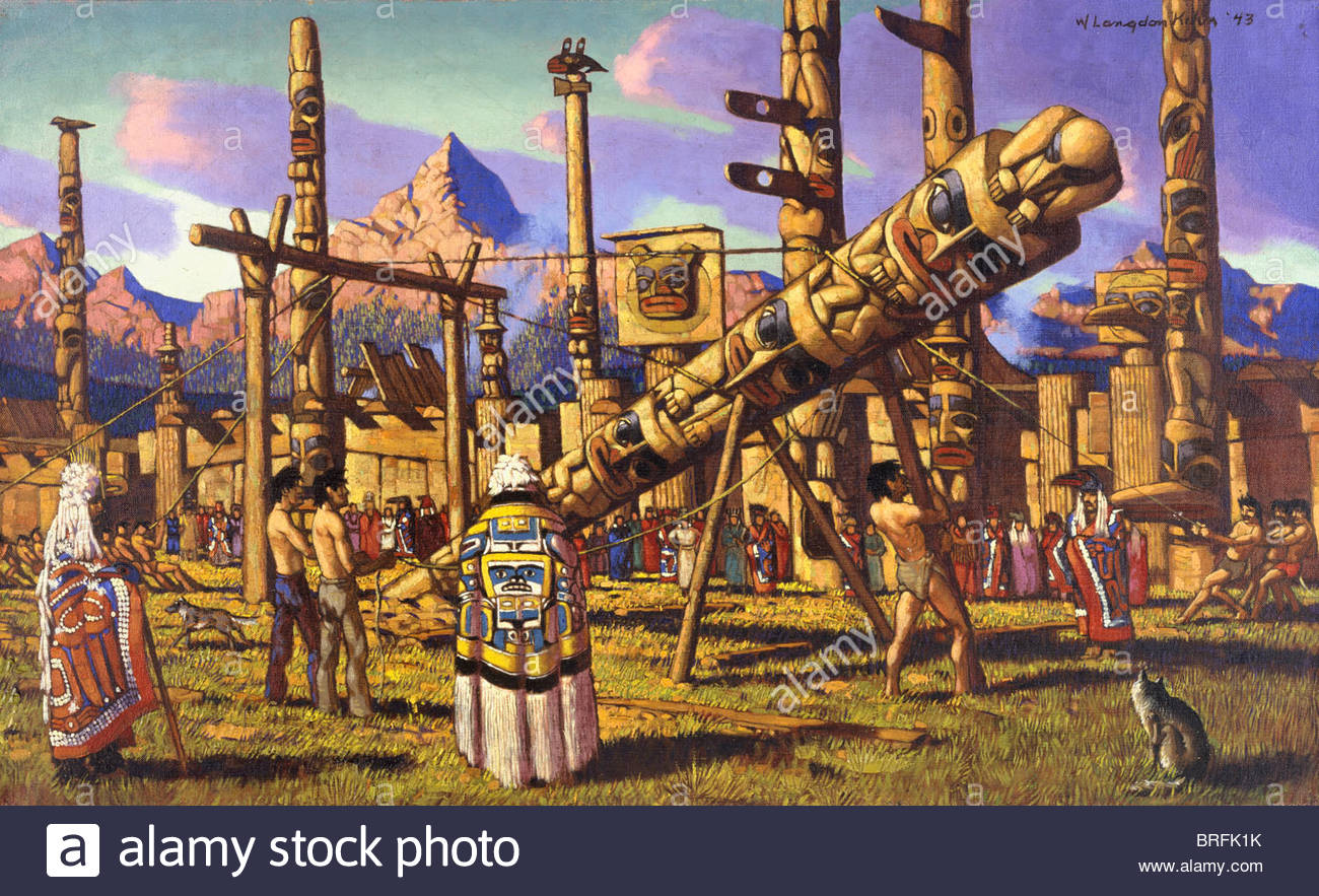 Native American Haida raise totem pole as memorial to dead chief. - Stock Image