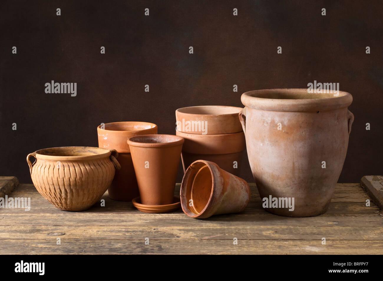 Terracotta pottery flower pots - Stock Image