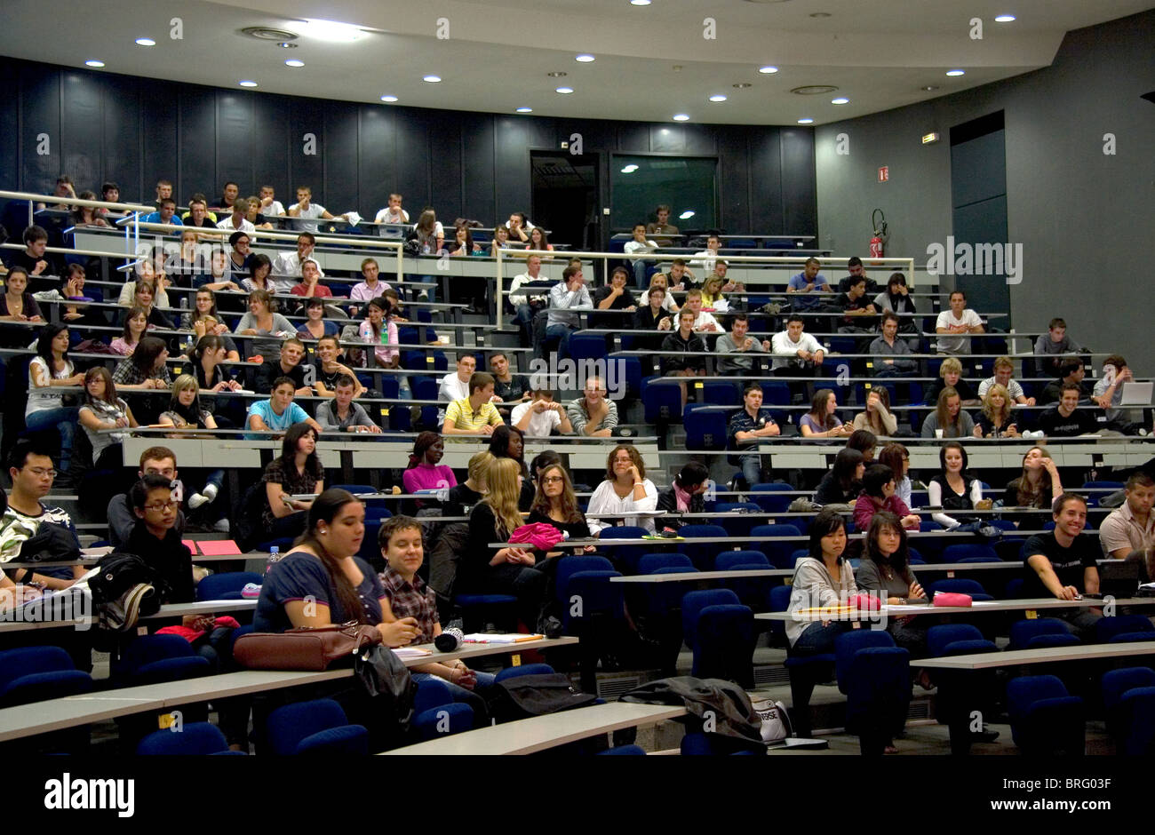Students attend class in a lecture hall at the Paul Verlaine University in Metz, France. - Stock Image