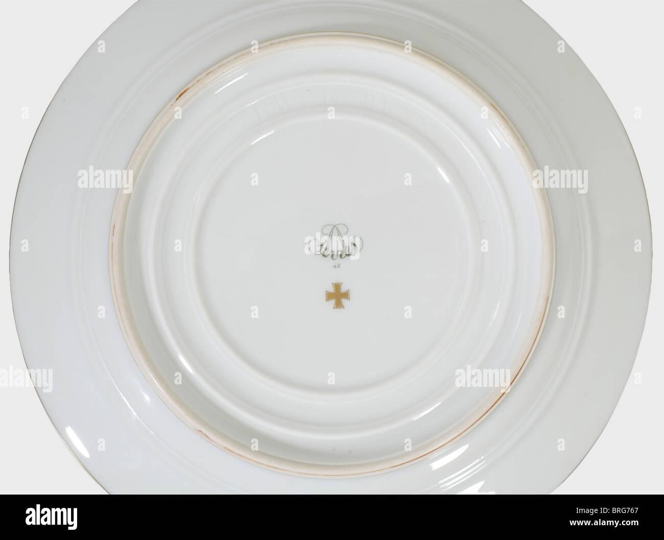Hermann Goring Eight Dessert Plates From His Picnic Hamper Stock Photo Alamy
