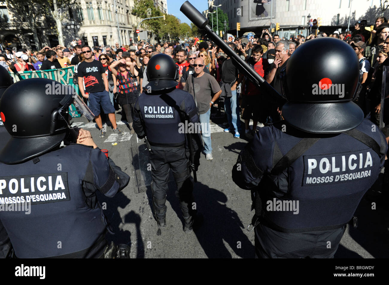 Protesters face  anti riot police in the clashes at the city center during the general strike in Barcelona.Spain. - Stock Image