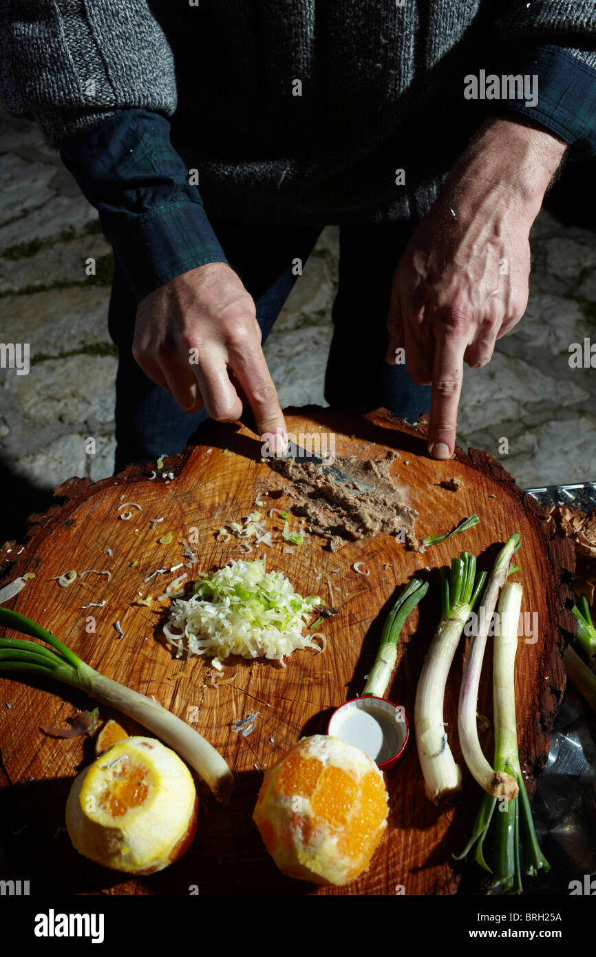 ©John Angerson Gabriel David prepares for the feast in San Giuseppe, in Scopello, Sicily. - Stock Image