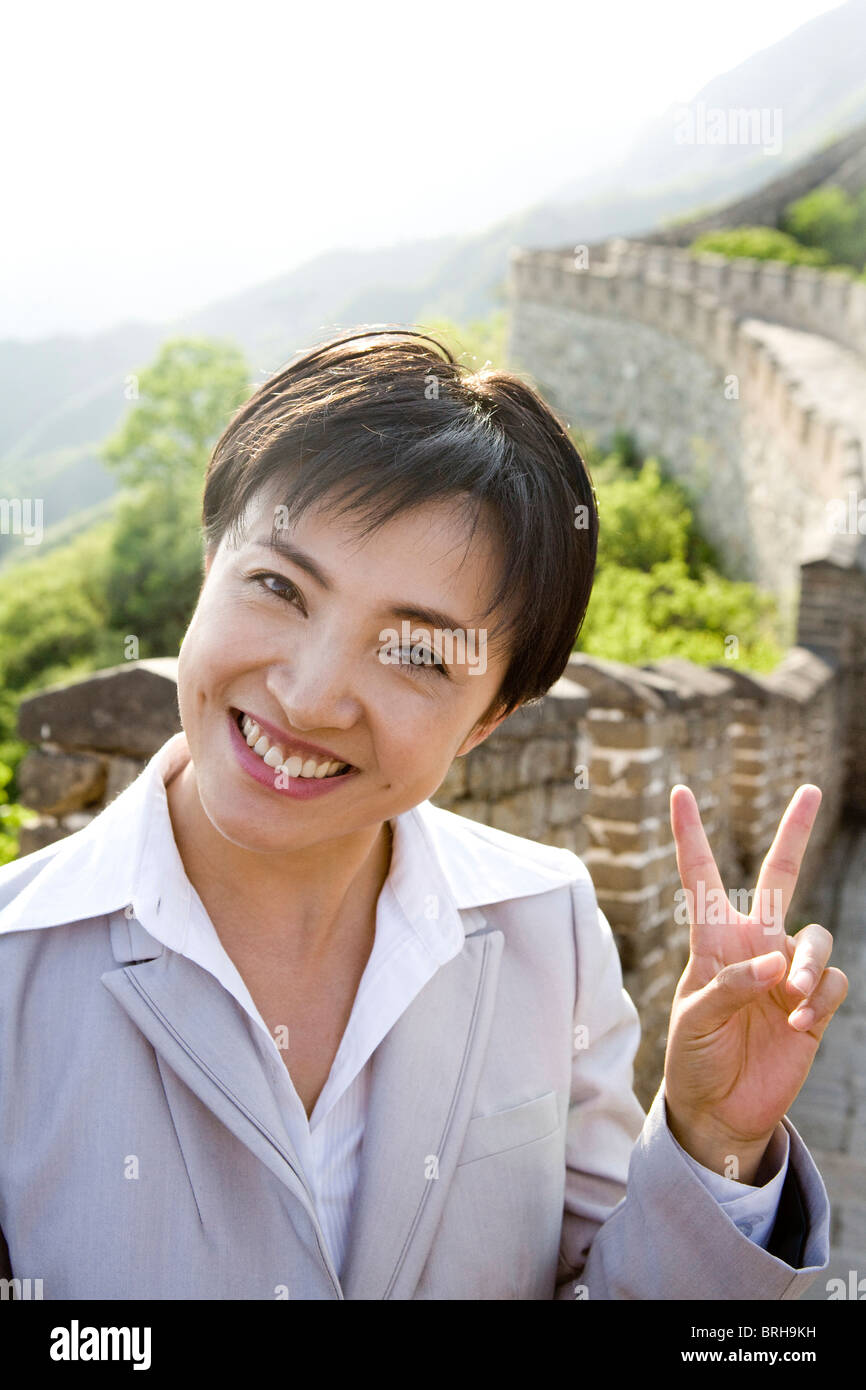 Businesswoman posing for picture on the Great Wall - Stock Image