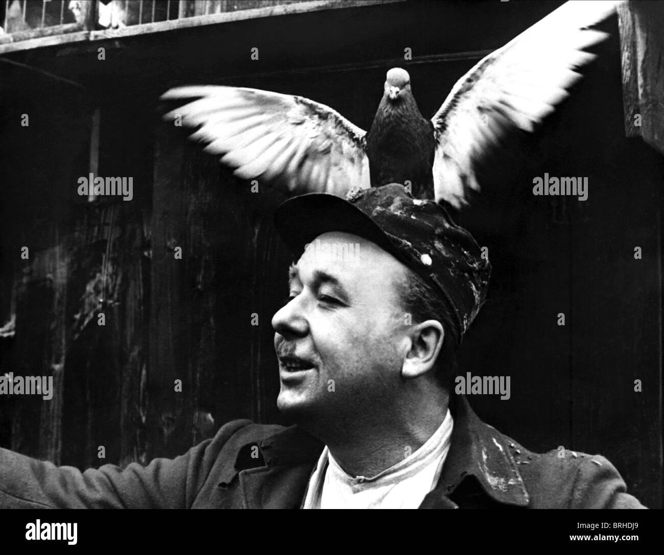 VLADIMIR VALENTA CLOSELY OBSERVED TRAINS (1966) - Stock Image