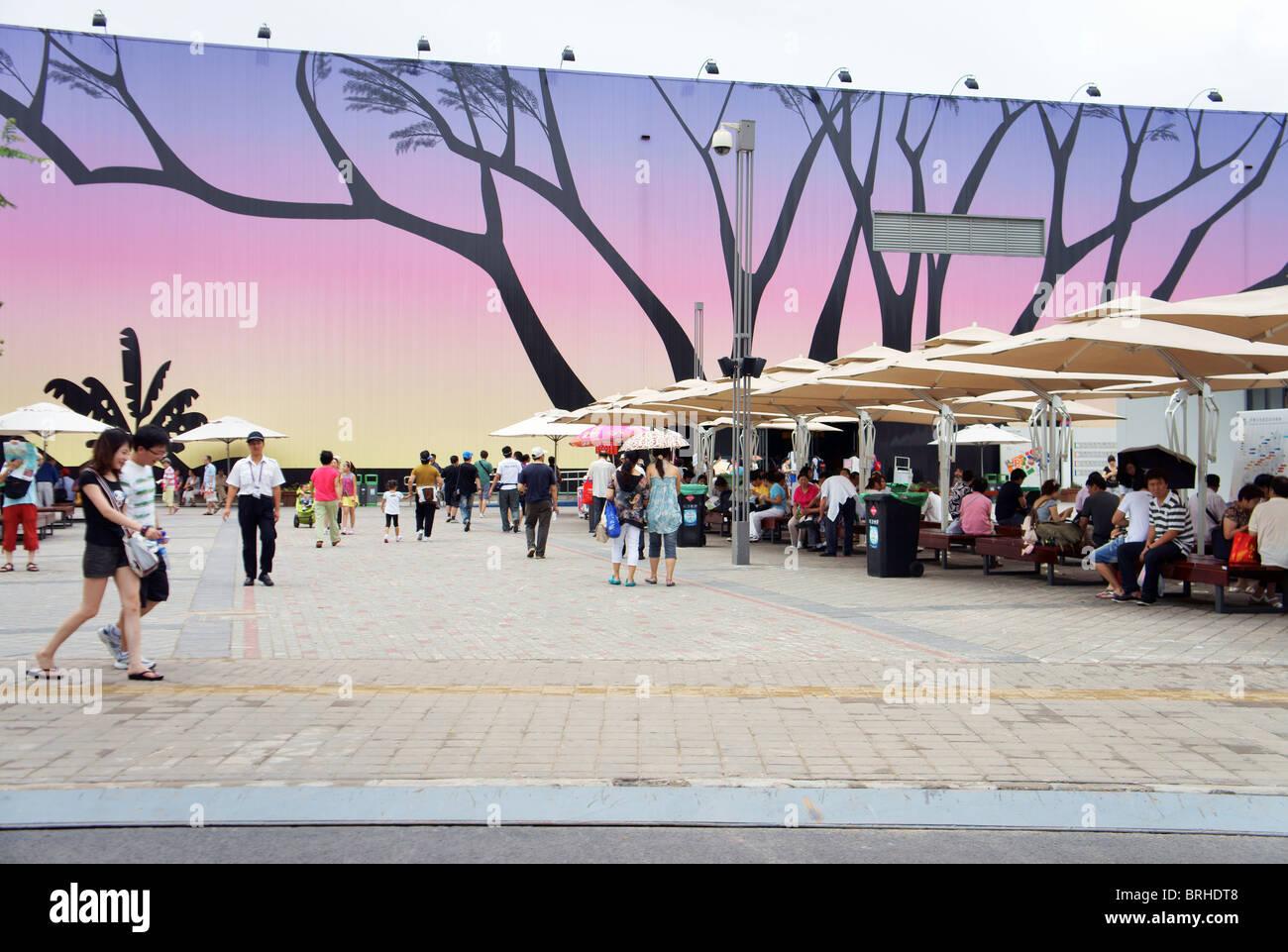 Shanghai World Expo 2010, China. Sidewalk outside the Africa pavilion - Stock Image