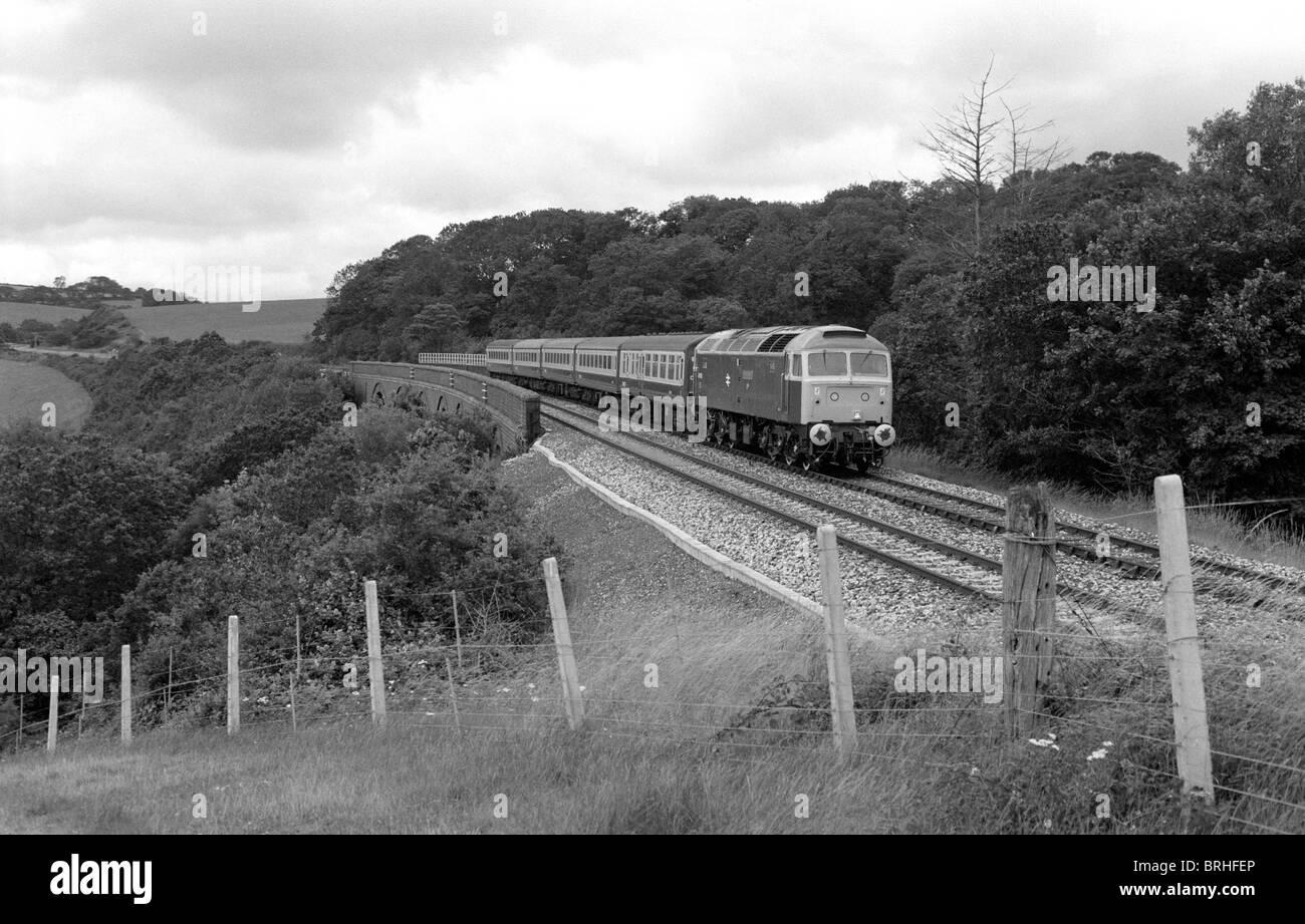 Passenger train at Tregeagle Viaduct, Cornwall, England, UK 1985 - Stock Image
