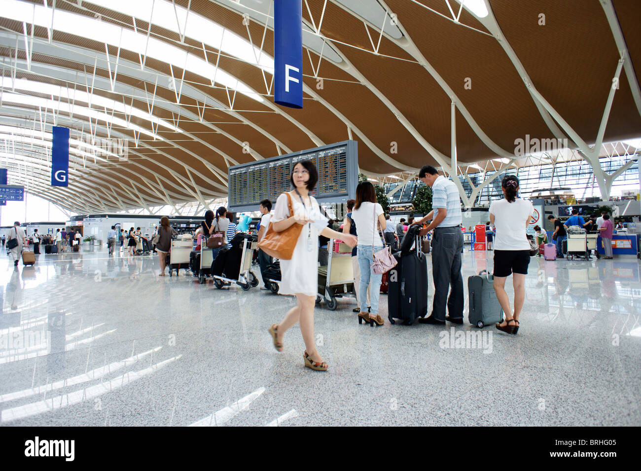 Shanghai, China. Main concourse departure lounge with flight notice board, Pudong International Airport, Shanghai - Stock Image